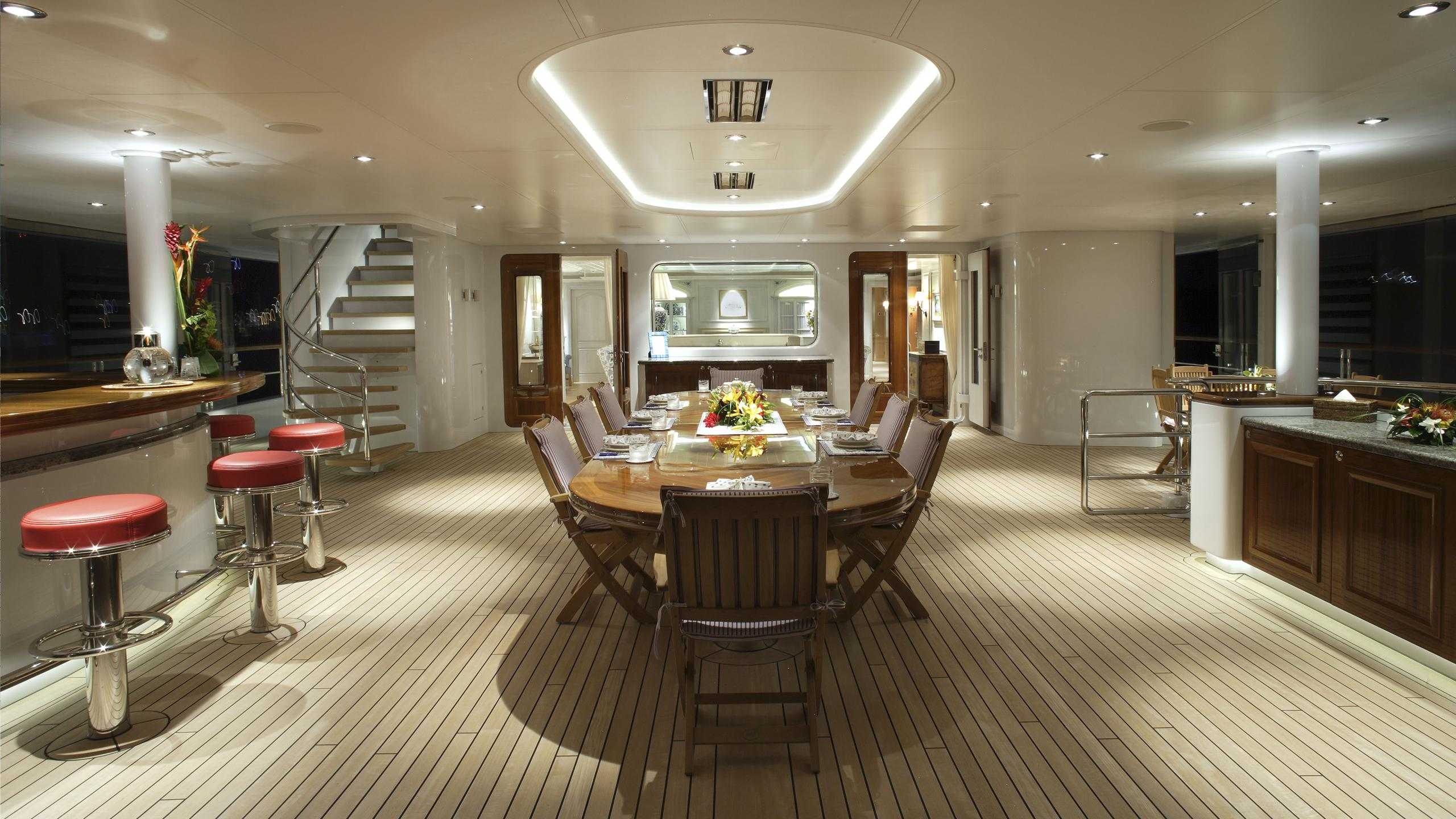 northern-star-yacht-aft-dining