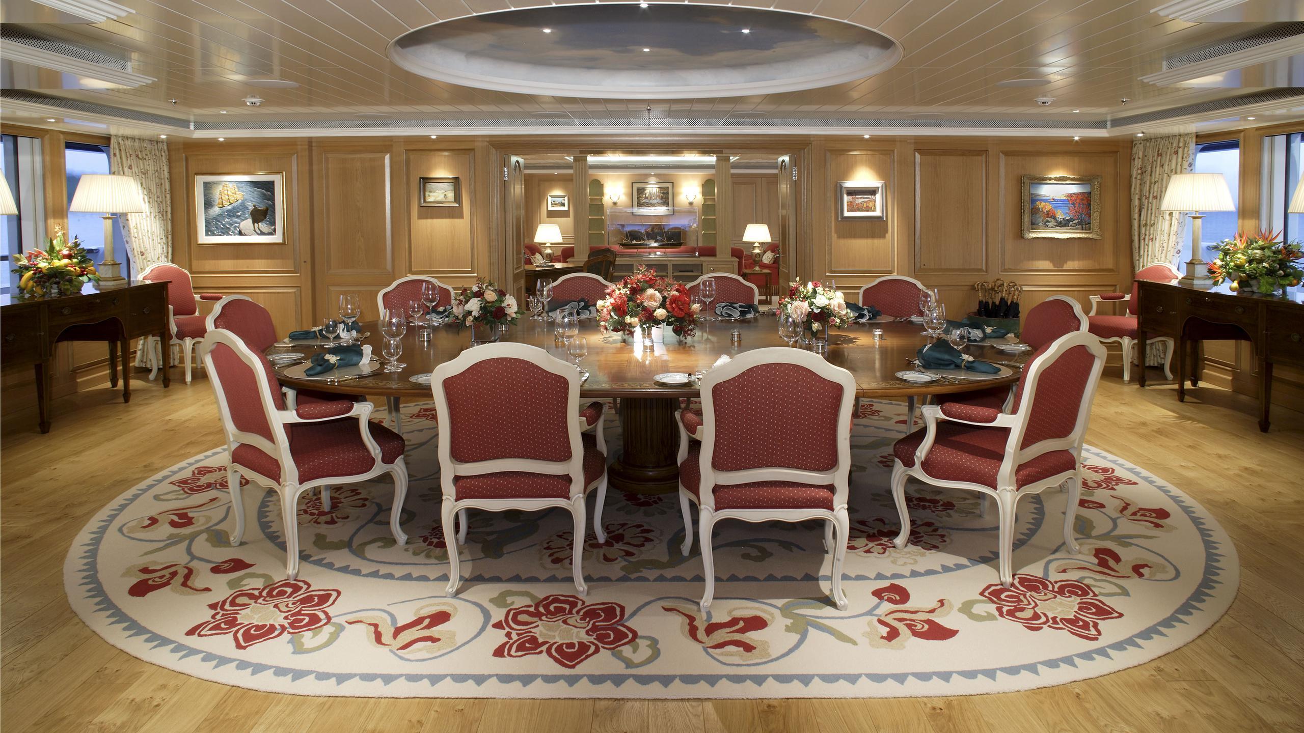 northern-star-yacht-dining