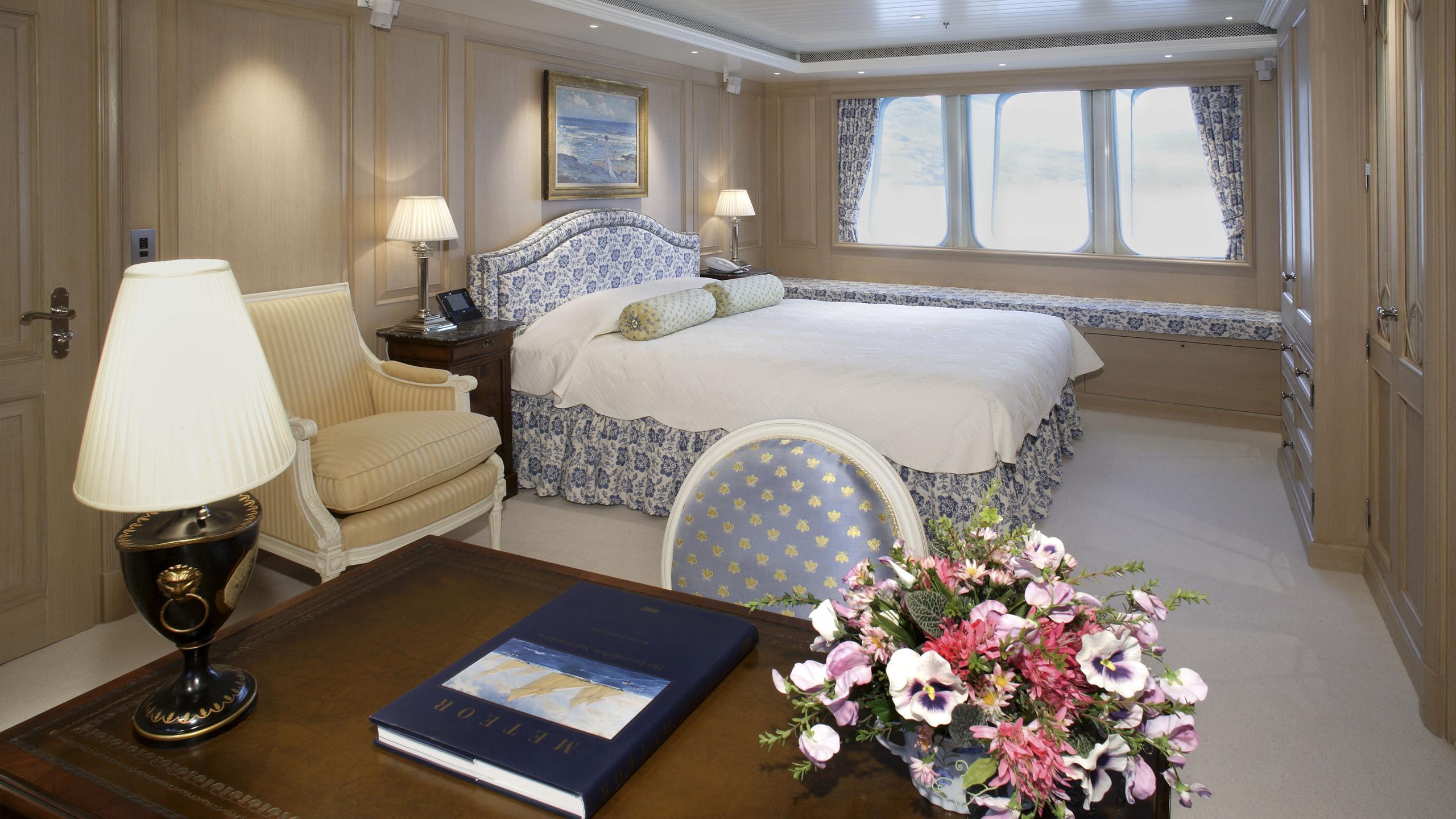 northern-star-yacht-double-cabin