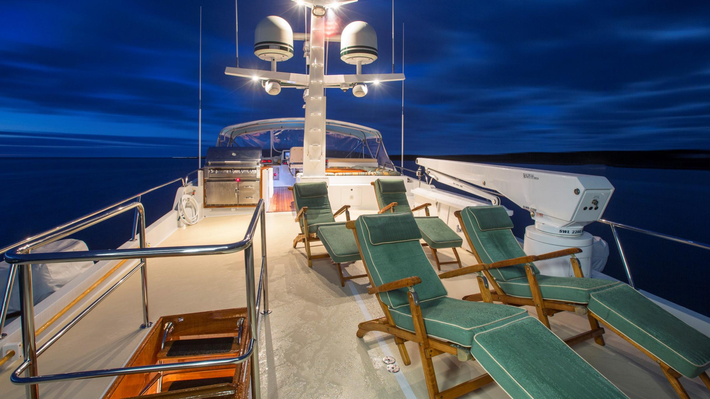 tumblehome-yacht-fly-deck