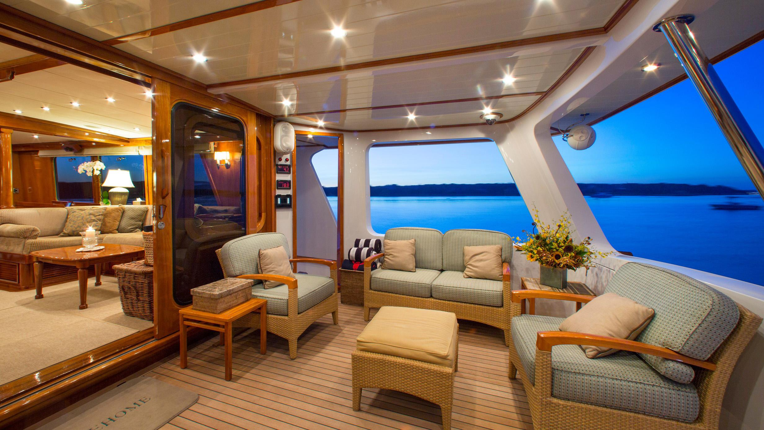 tumblehome-yacht-seating
