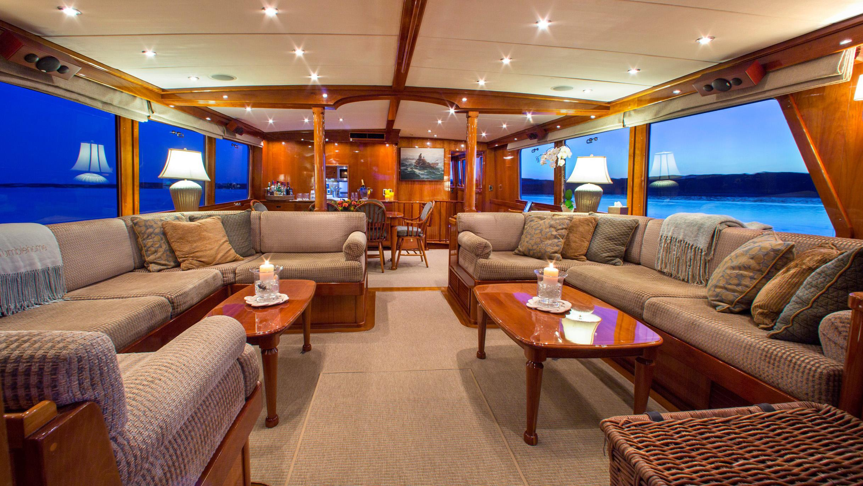 tumblehome-yacht-saloon