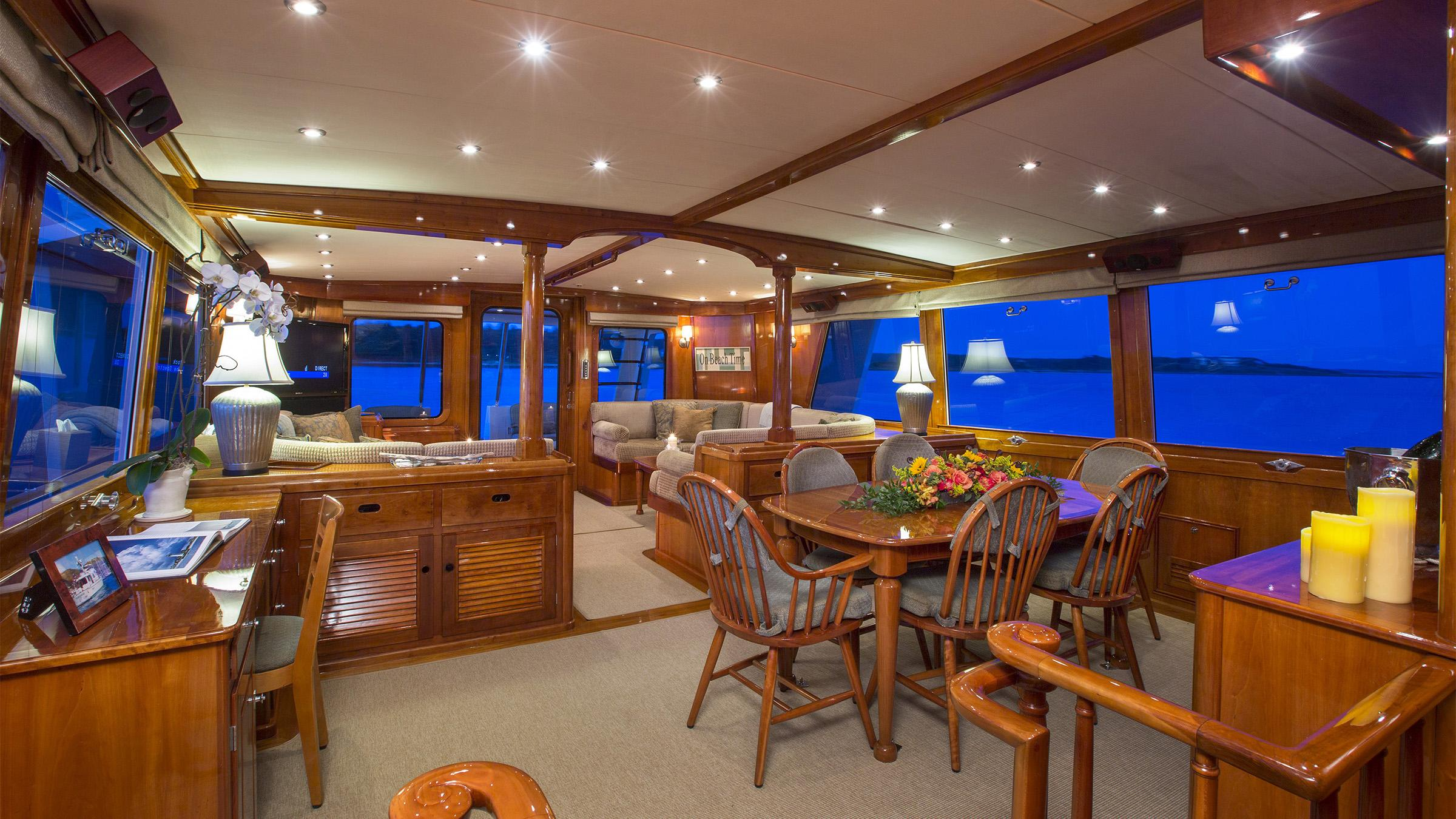 tumblehome-yacht-formal-dining