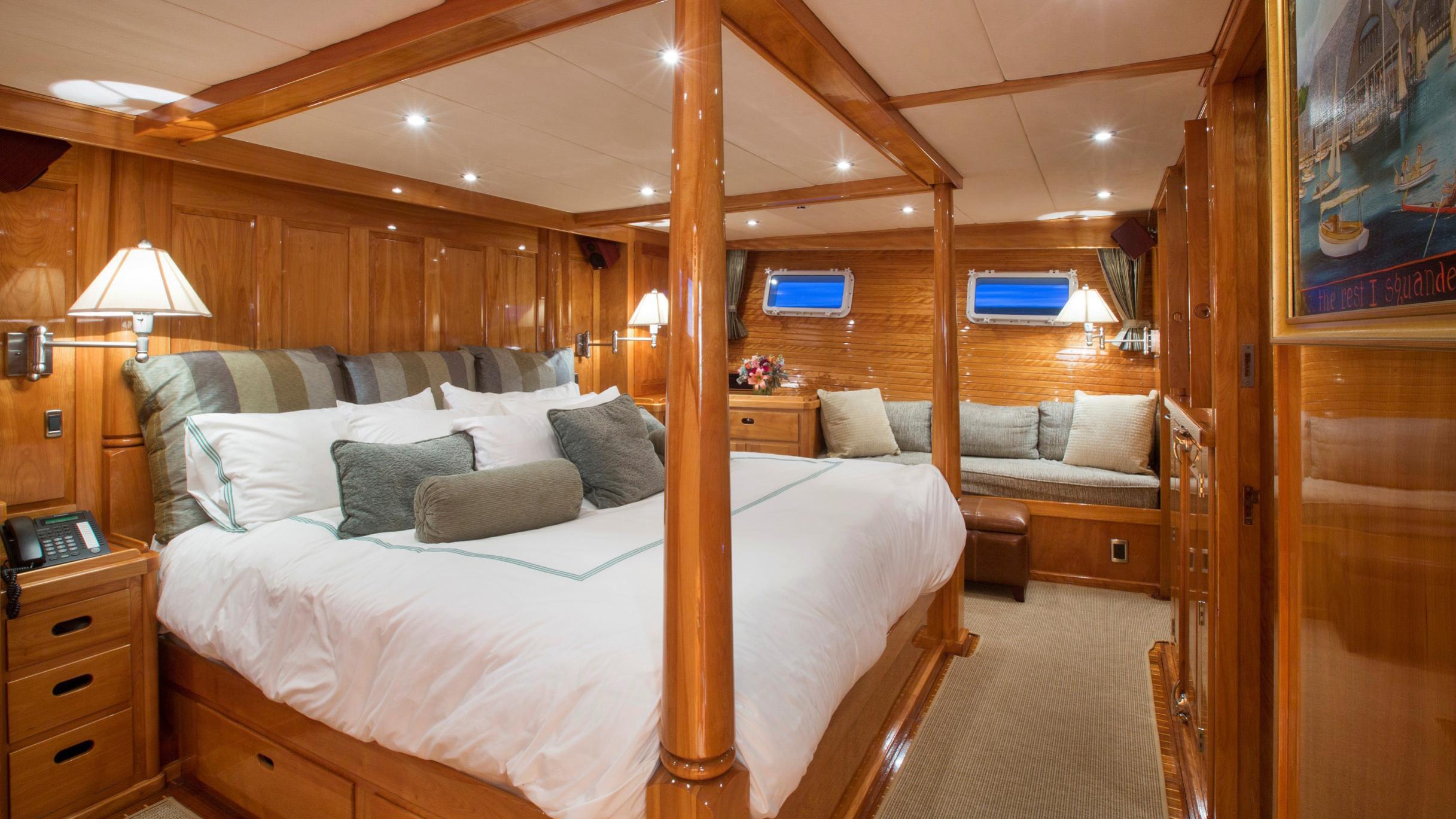 tumblehome-yacht-master-cabin