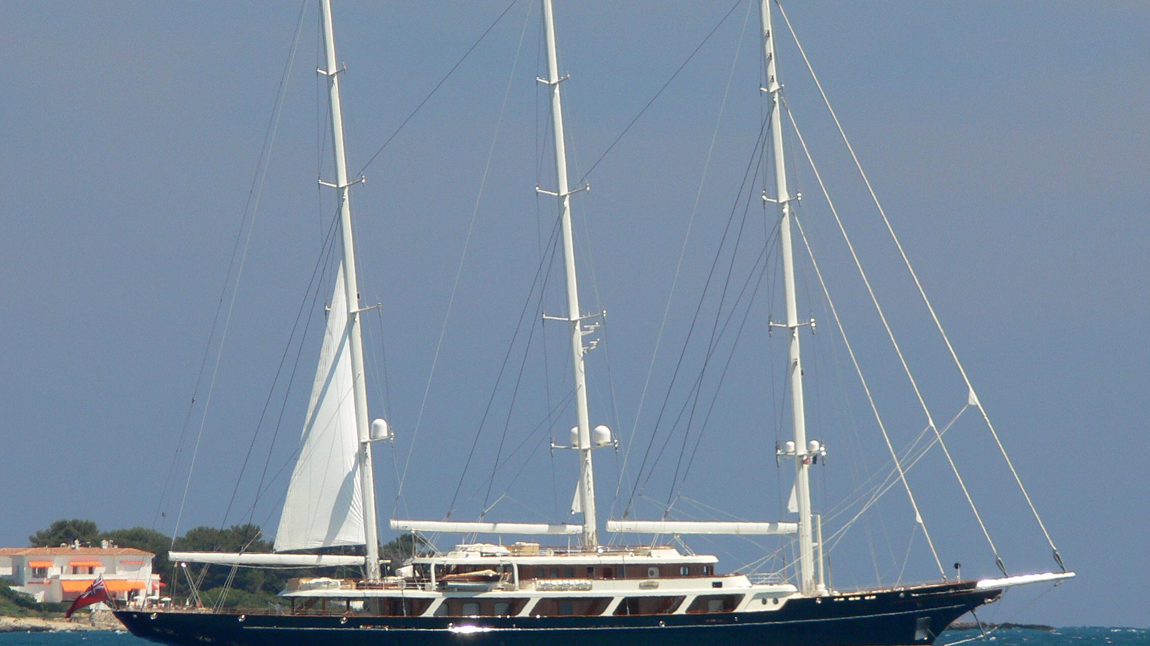 eos-yacht-exterior