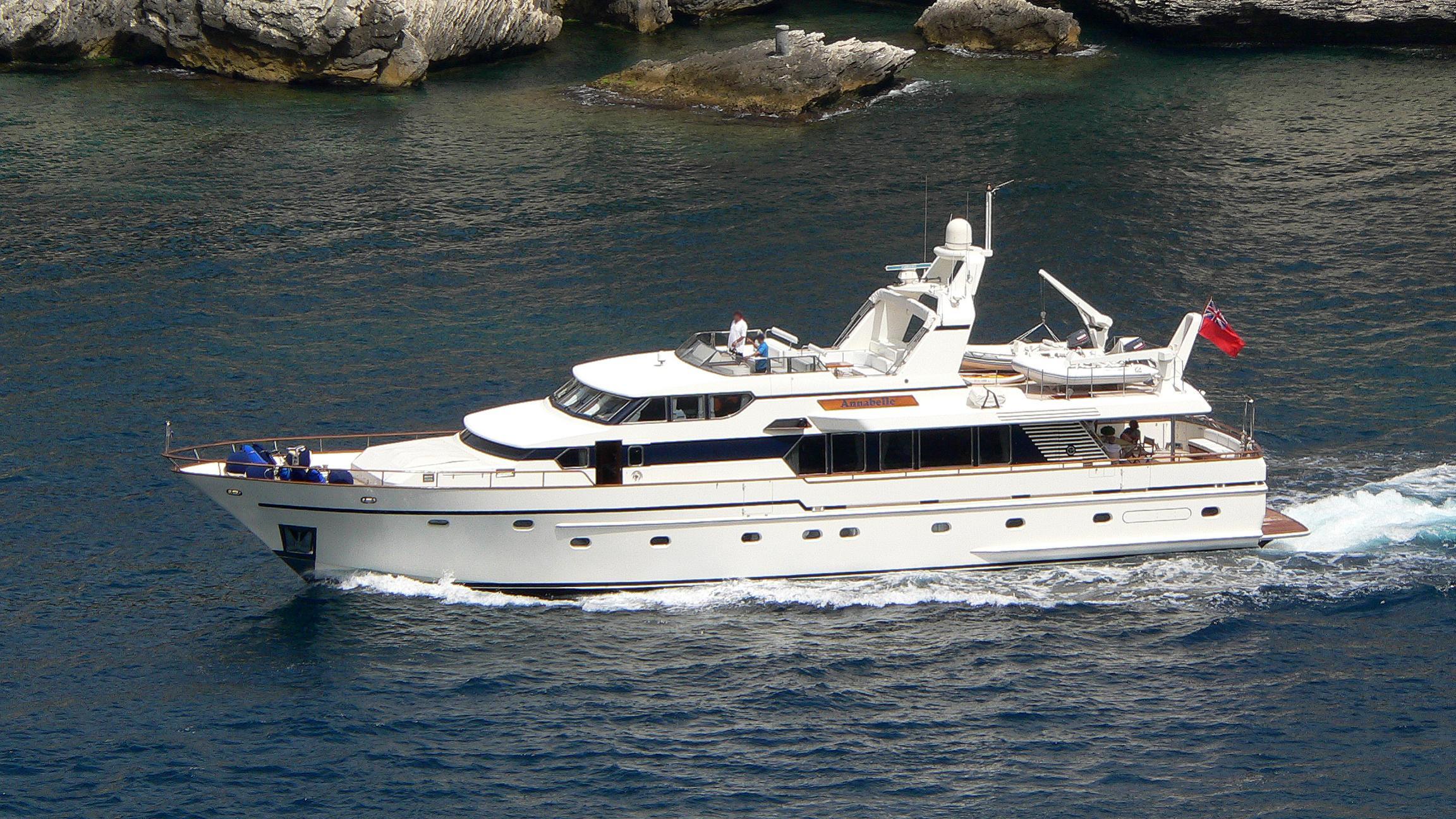 camena-yacht-exterior