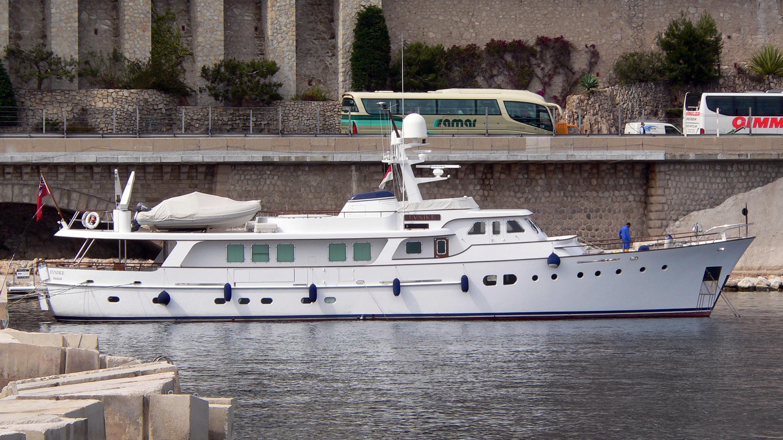 evnike-yacht-exterior