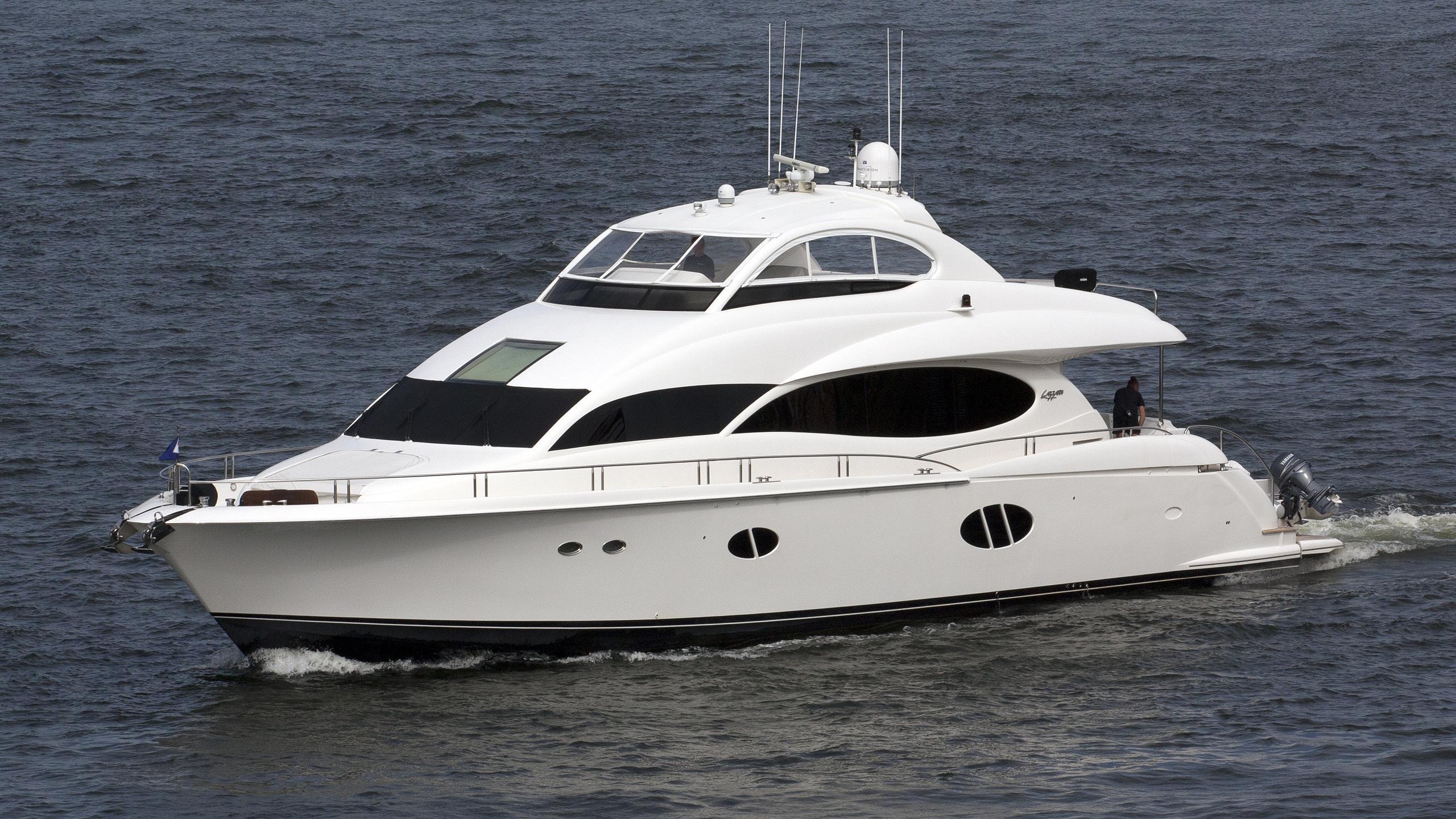 shani-tot-yacht-exterior