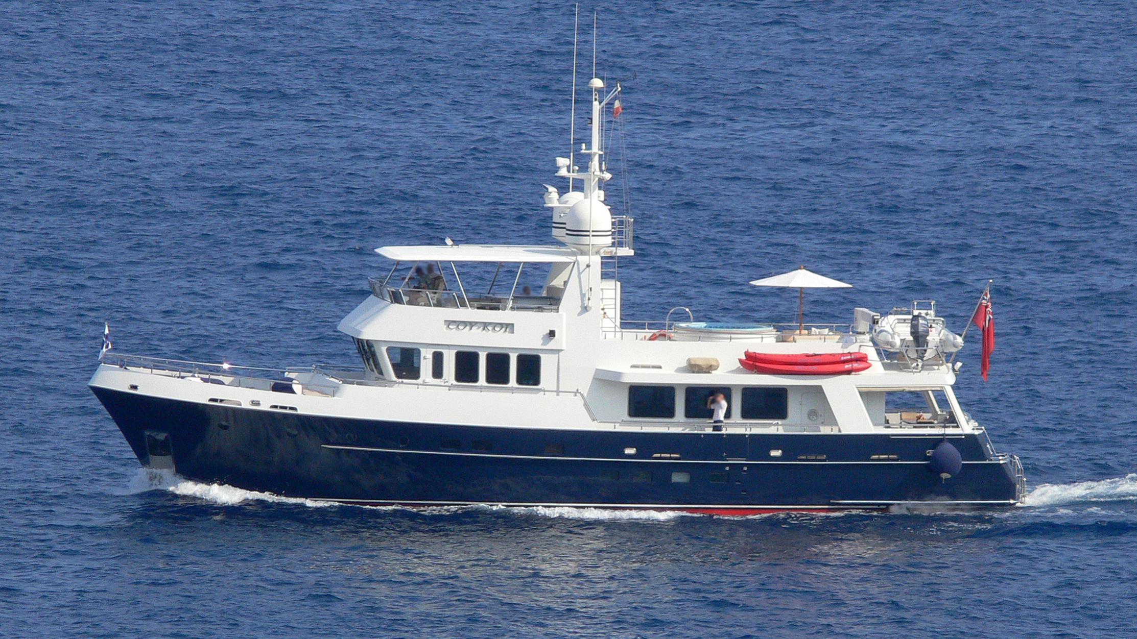 coy-koi-yacht-exterior