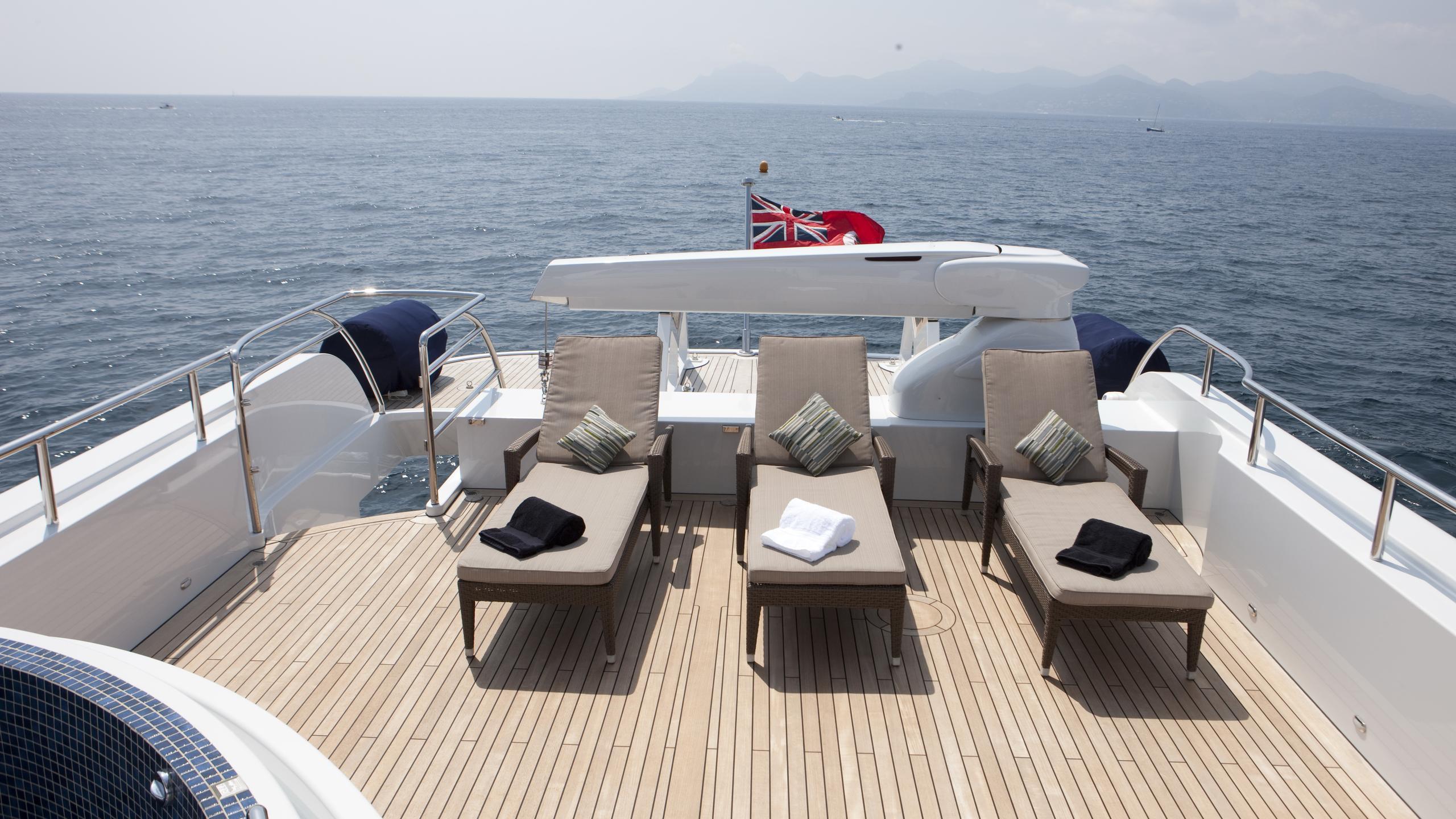 belle-isle-yacht-sun-deck