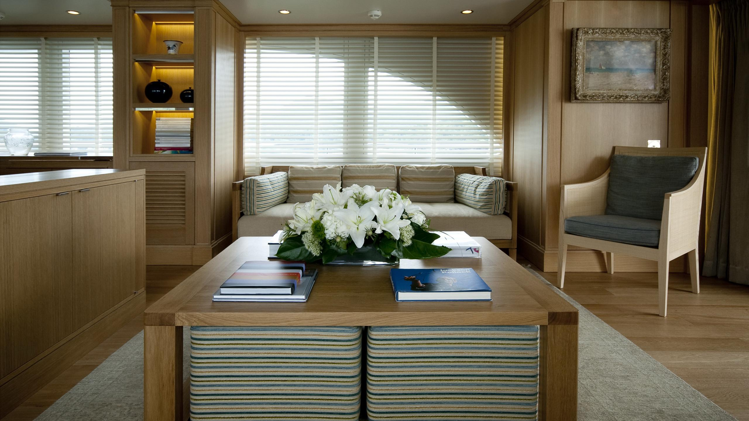 belle-isle-yacht-saloon