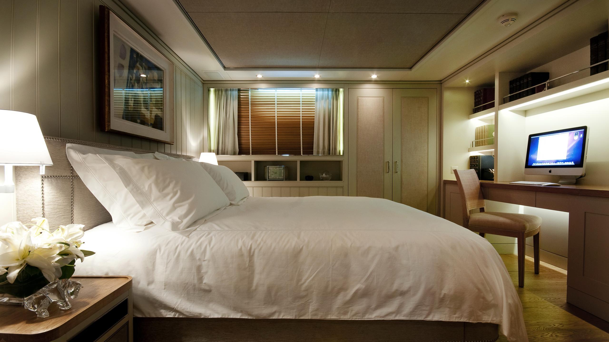 belle-isle-yacht-double-cabin