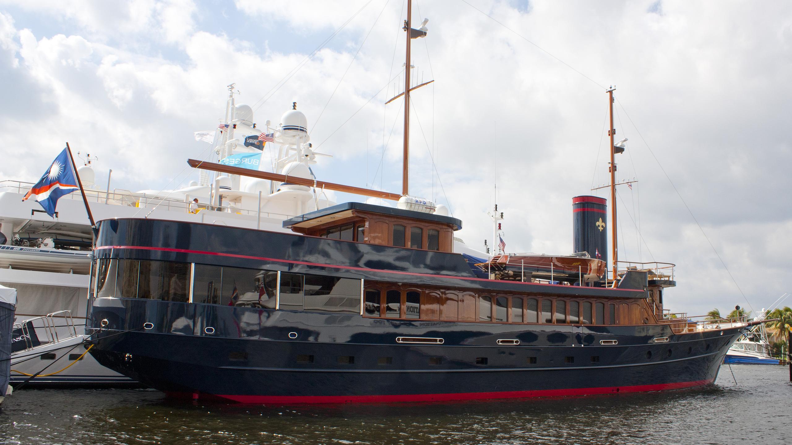 bread-yacht-exterior