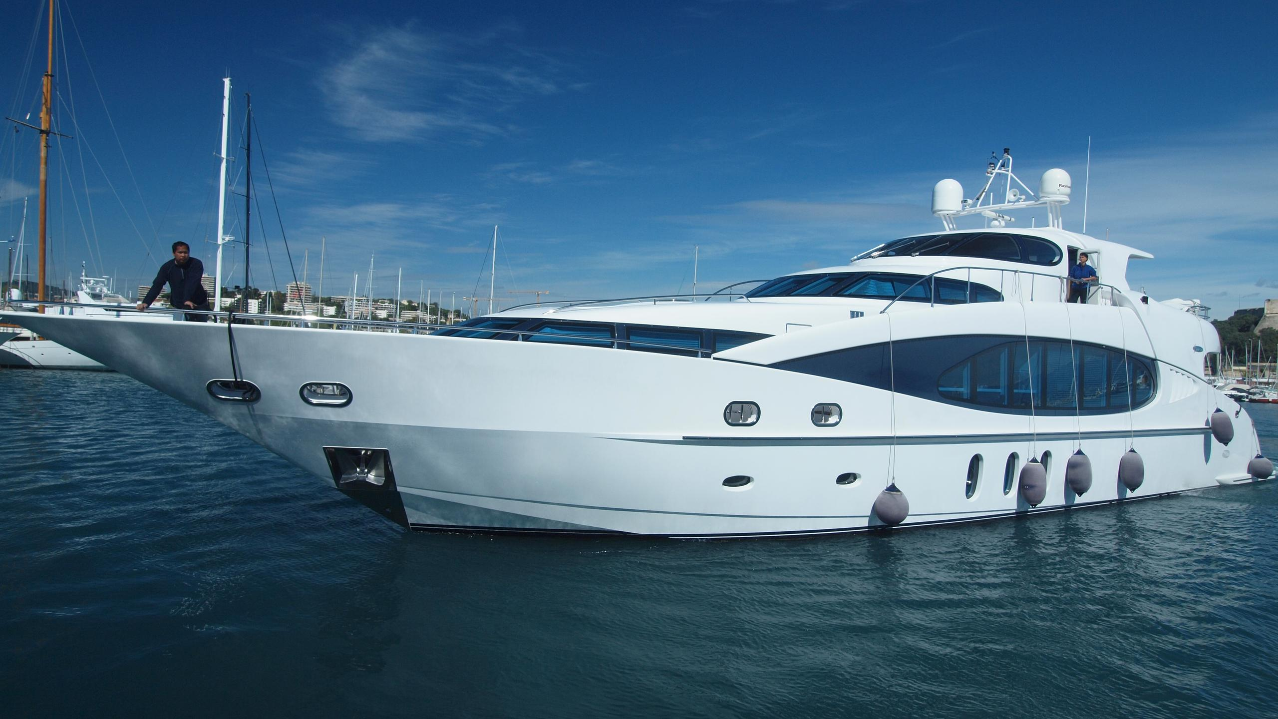 Sea-Breeze-yacht-profile