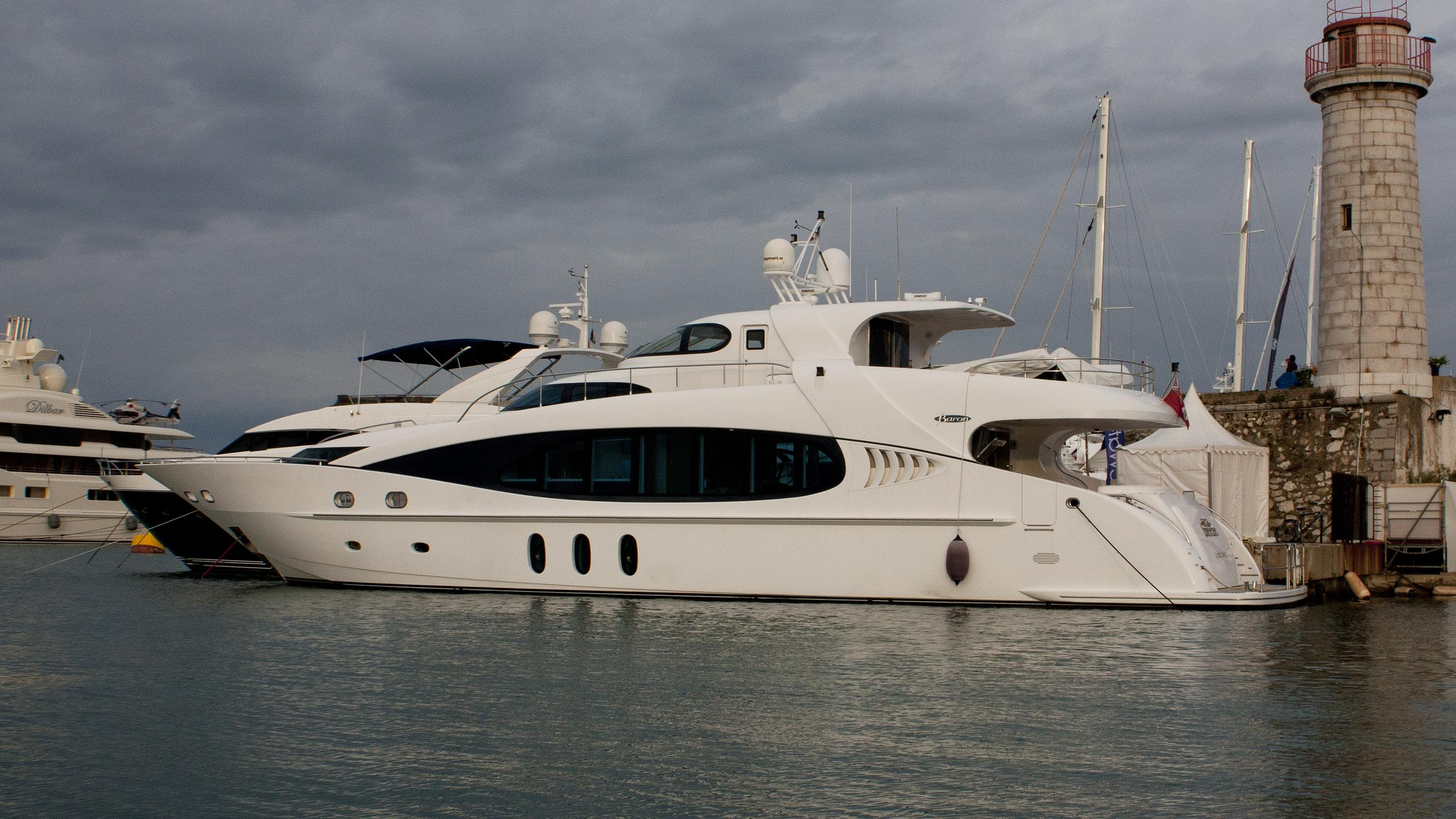 sea-breeze-yacht-exterior