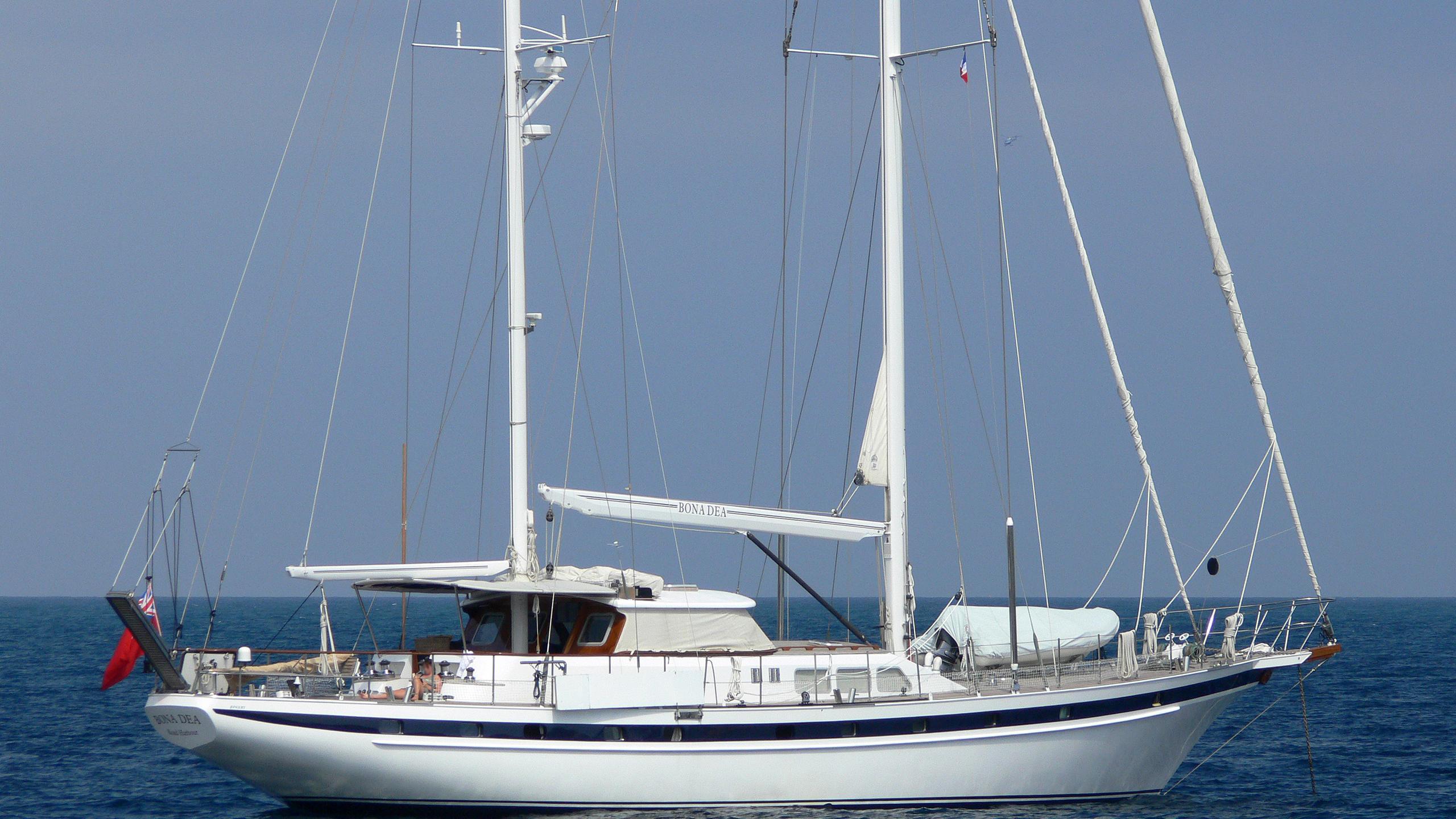 bona-dea-yacht-exterior