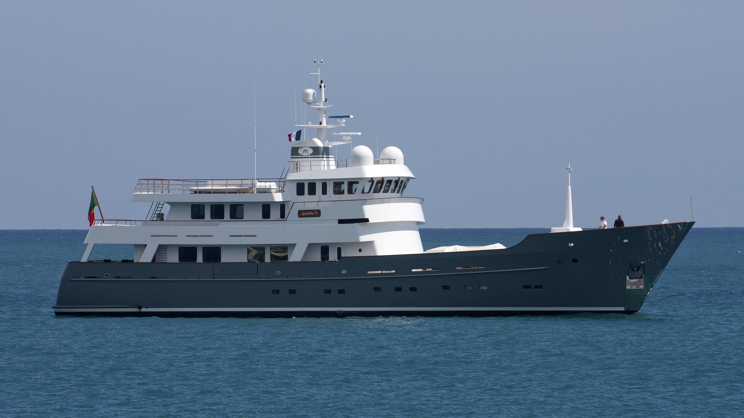 axantha-ii-yacht-exterior