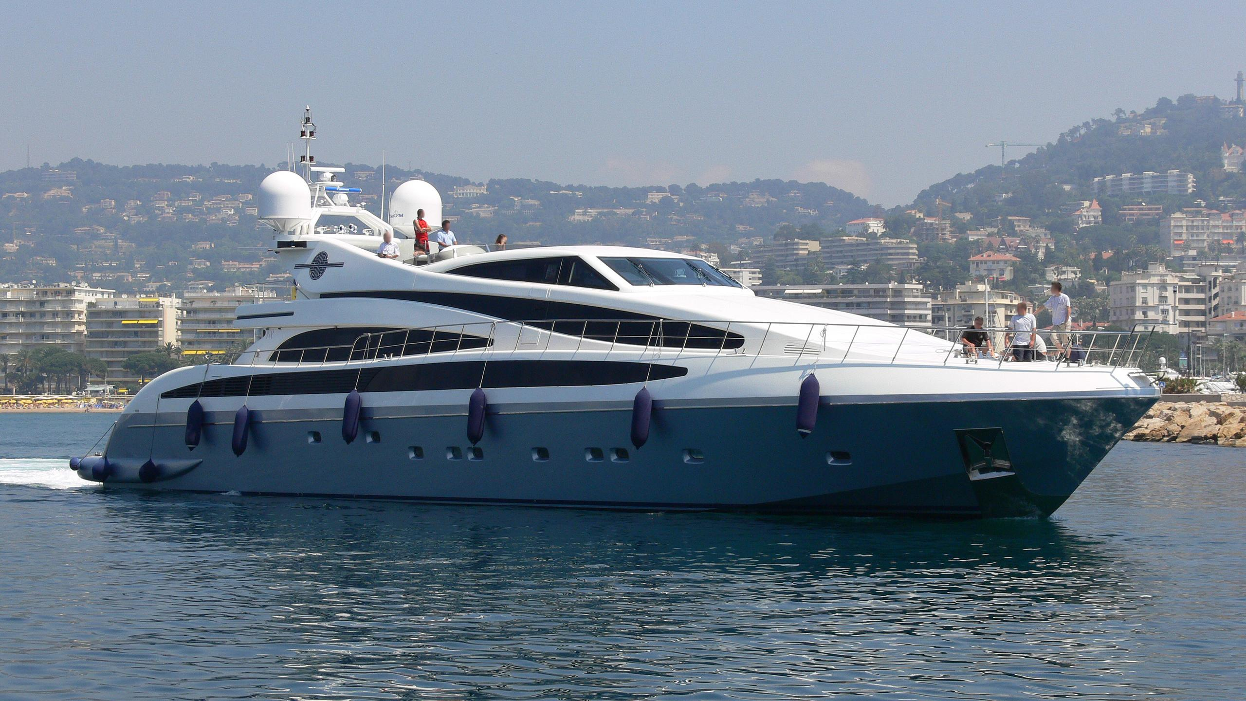 mj-taknm-yacht-exterior