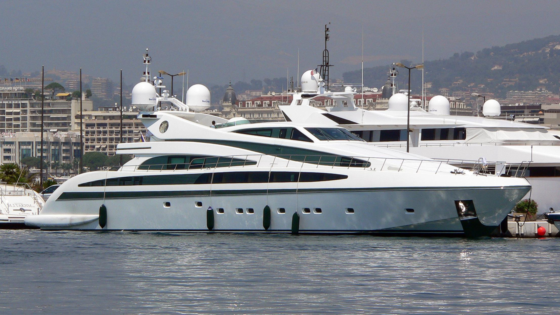 alfa-xii-yacht-exterior