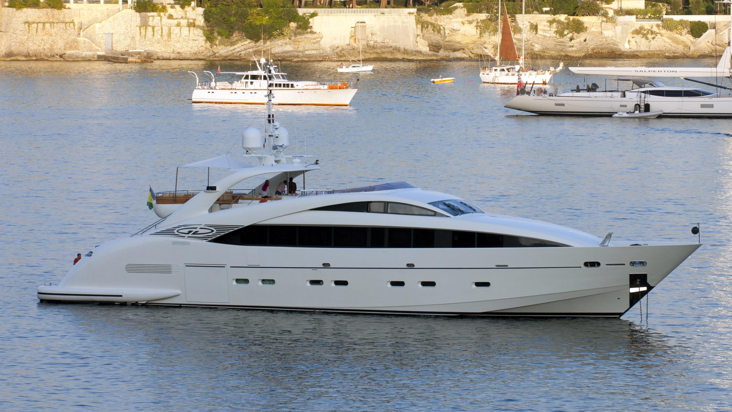 gemini-yacht-exterior