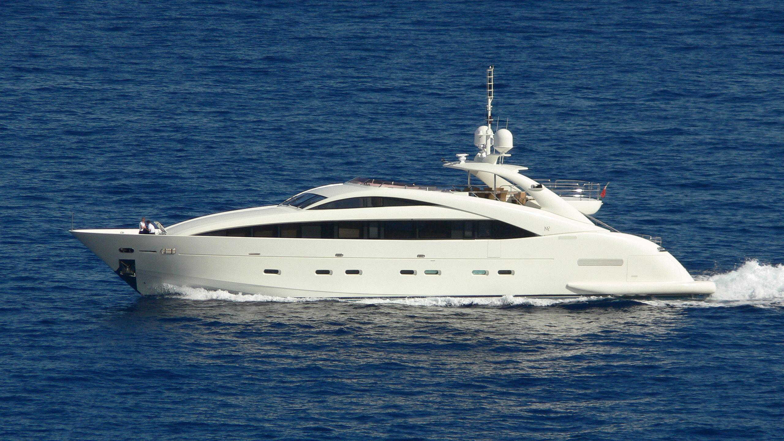midnight-sun-ii-for-milou-yacht-exterior