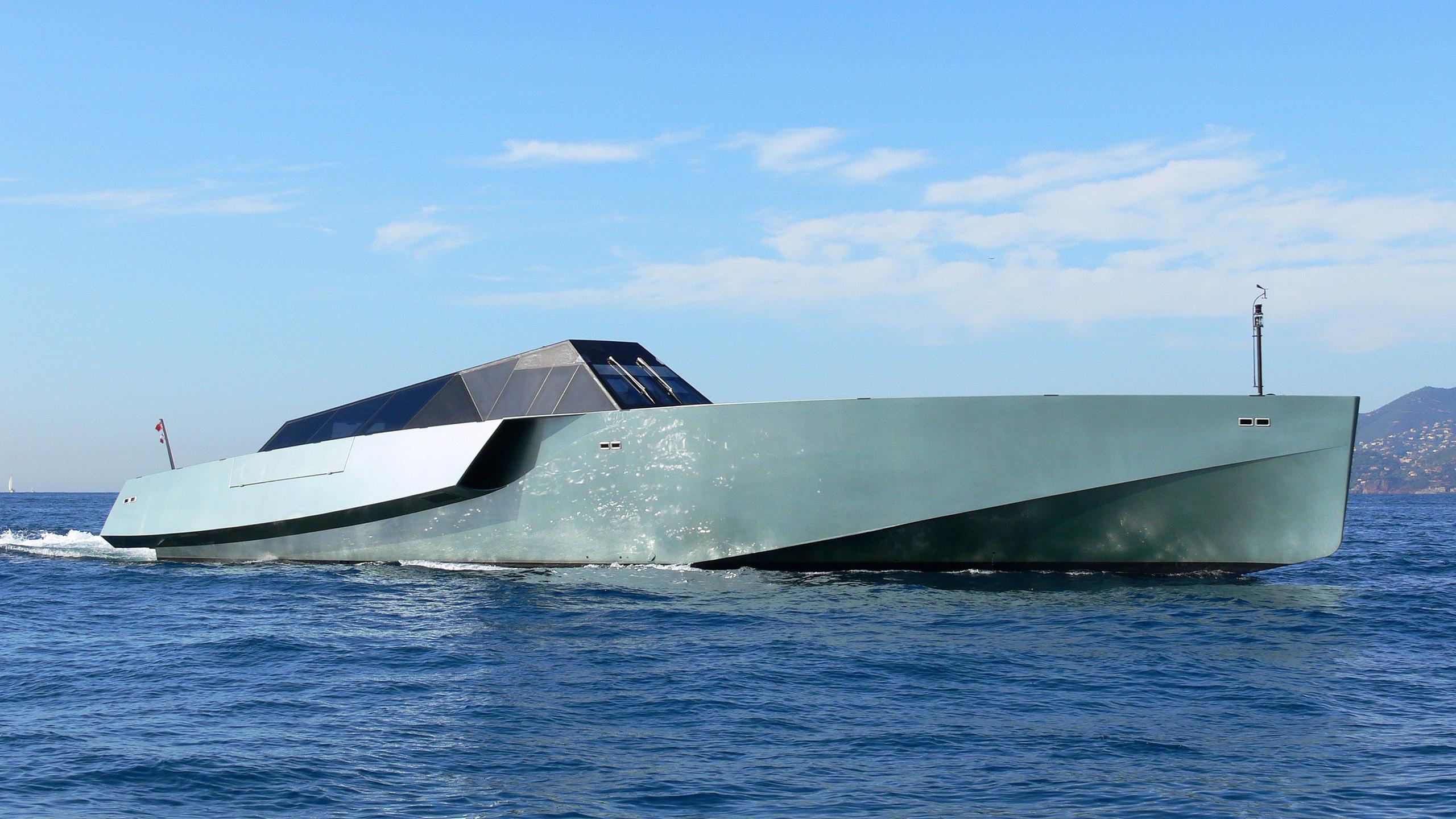 galeocerdo-yacht-exterior