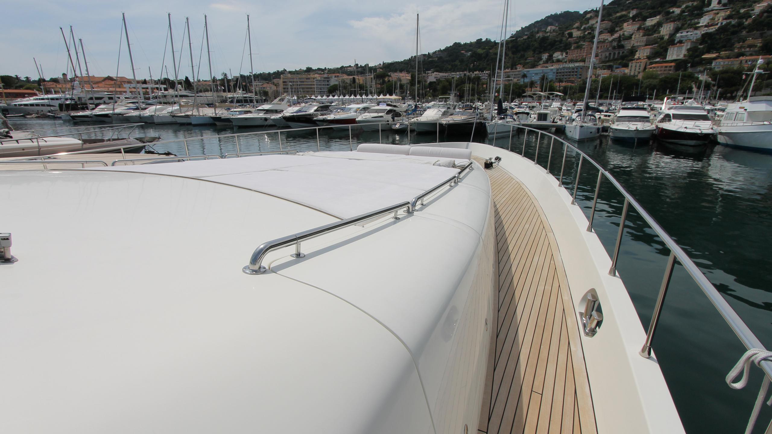 no-prob-yacht-sun-deck