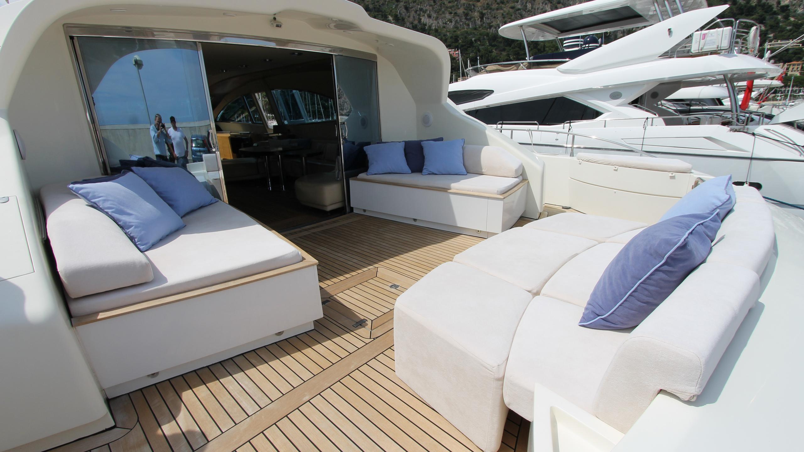 no-prob-yacht-sun-lounger