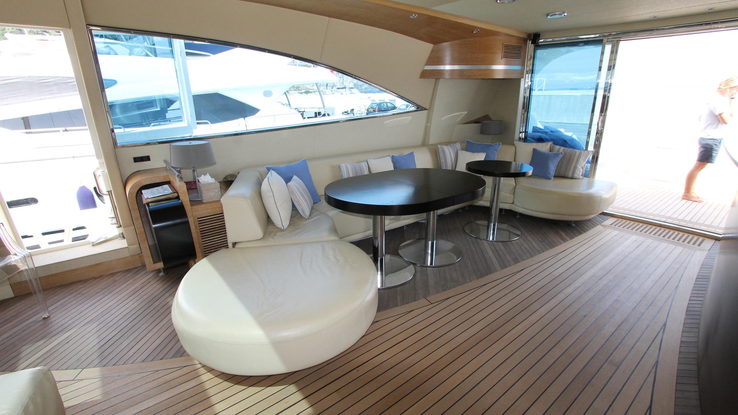 no-prob-yacht-saloon