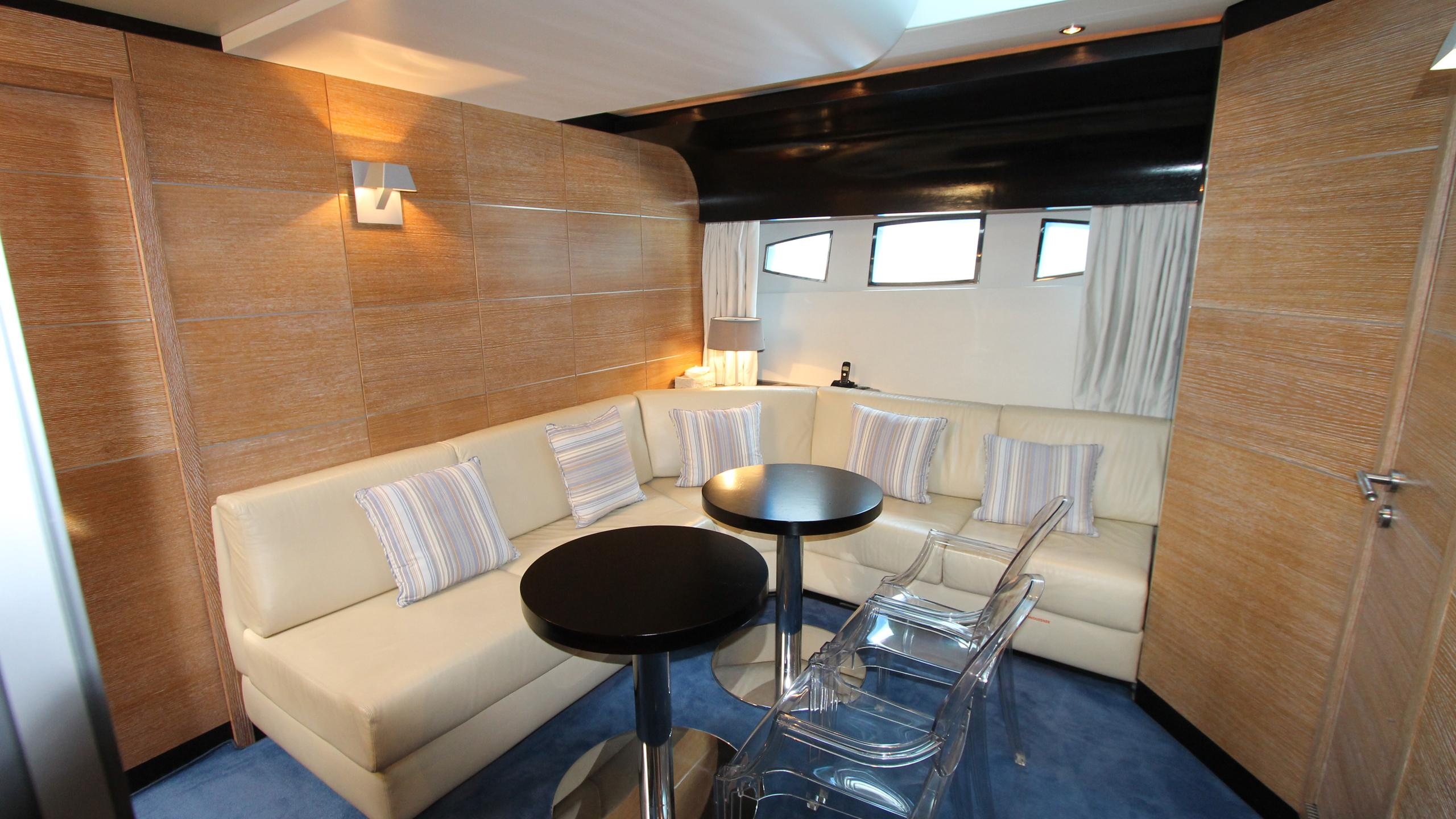 no-prob-yacht-lounge