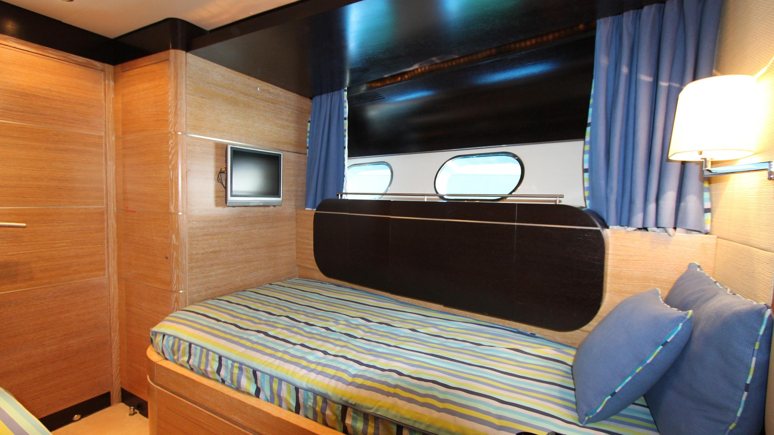 no-prob-yacht-twin-cabin