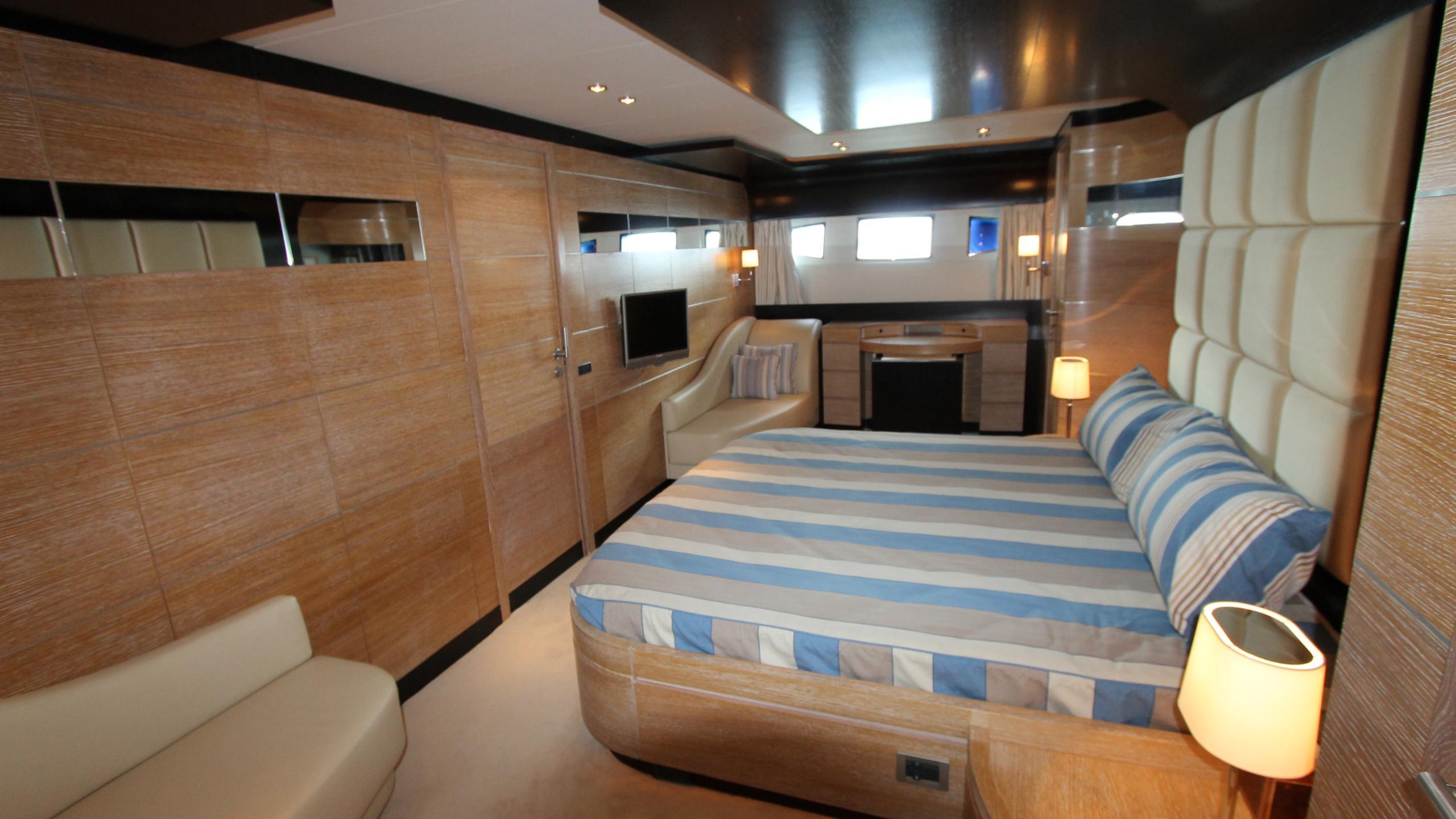 no-prob-yacht-master-cabin