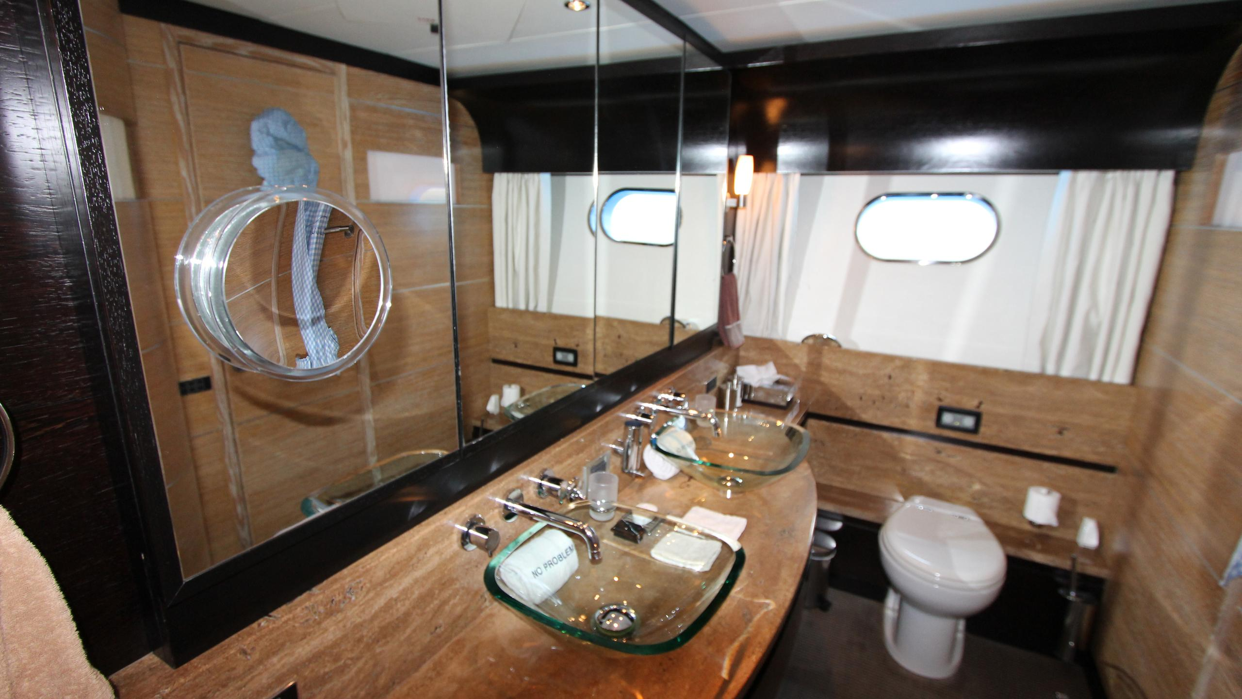 no-prob-yacht-bathroom
