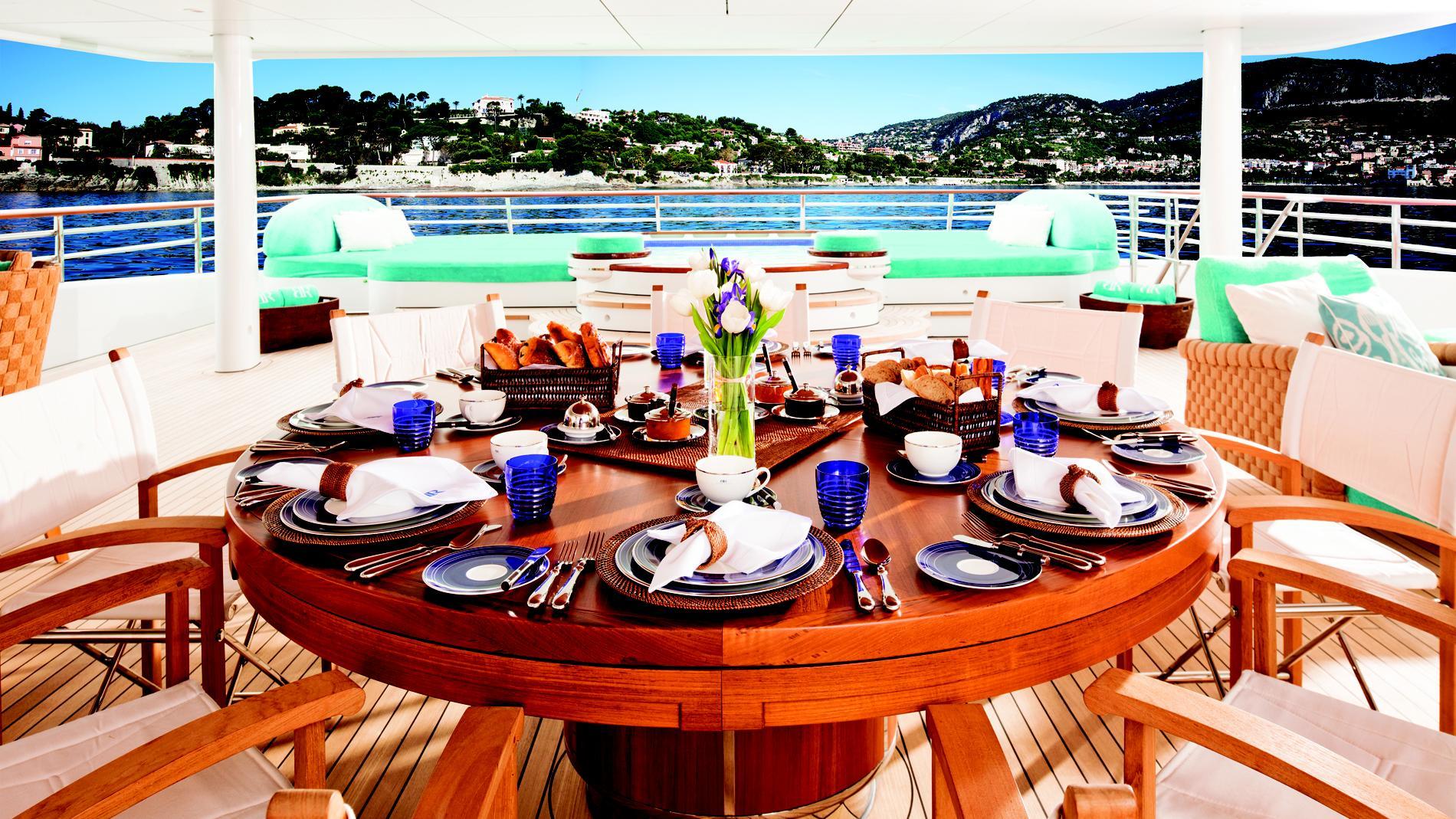baton-rouge-yacht-aft-dining