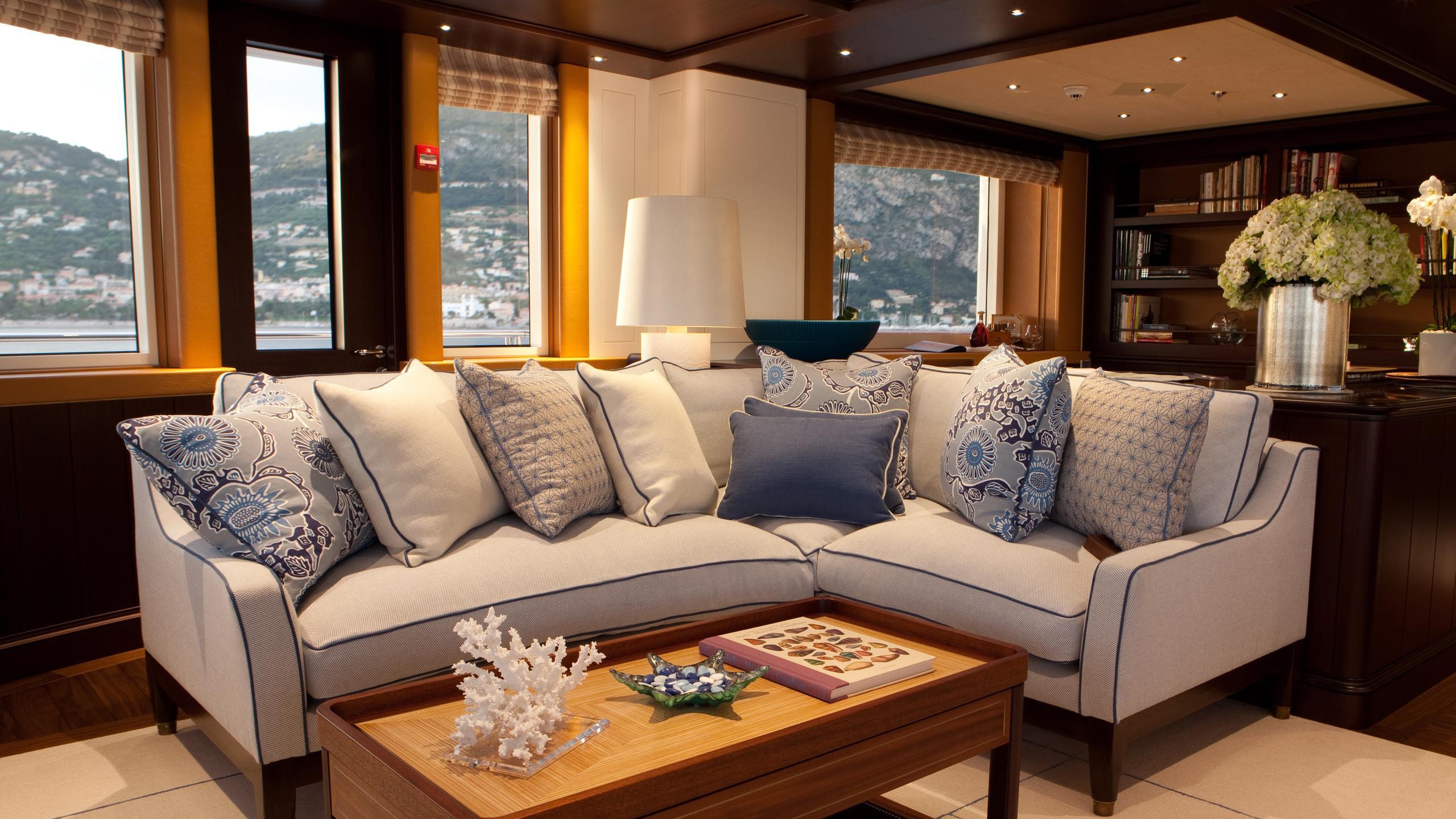 baton-rouge-yacht-lounge