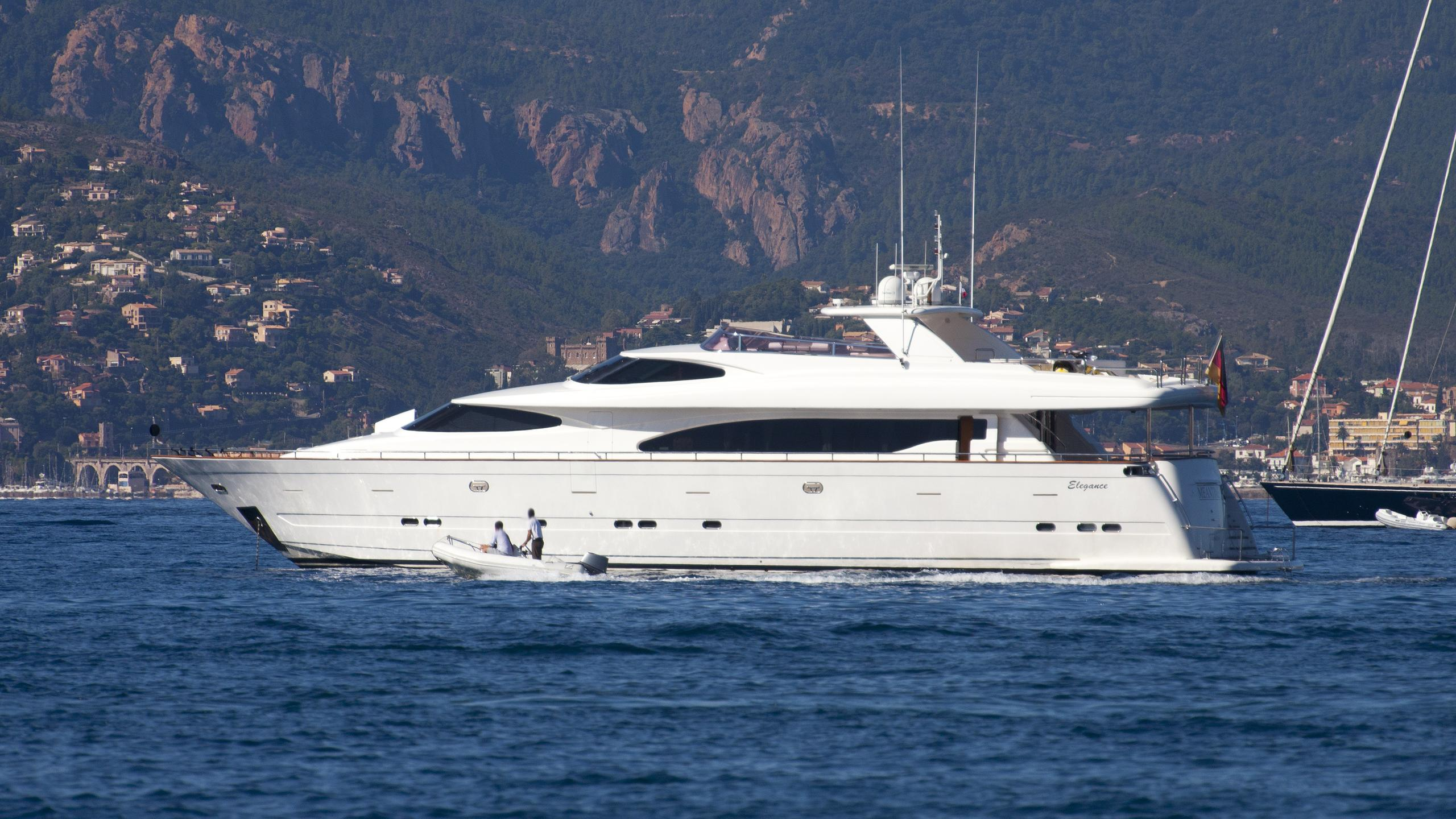 meantime-2-yacht-exterior