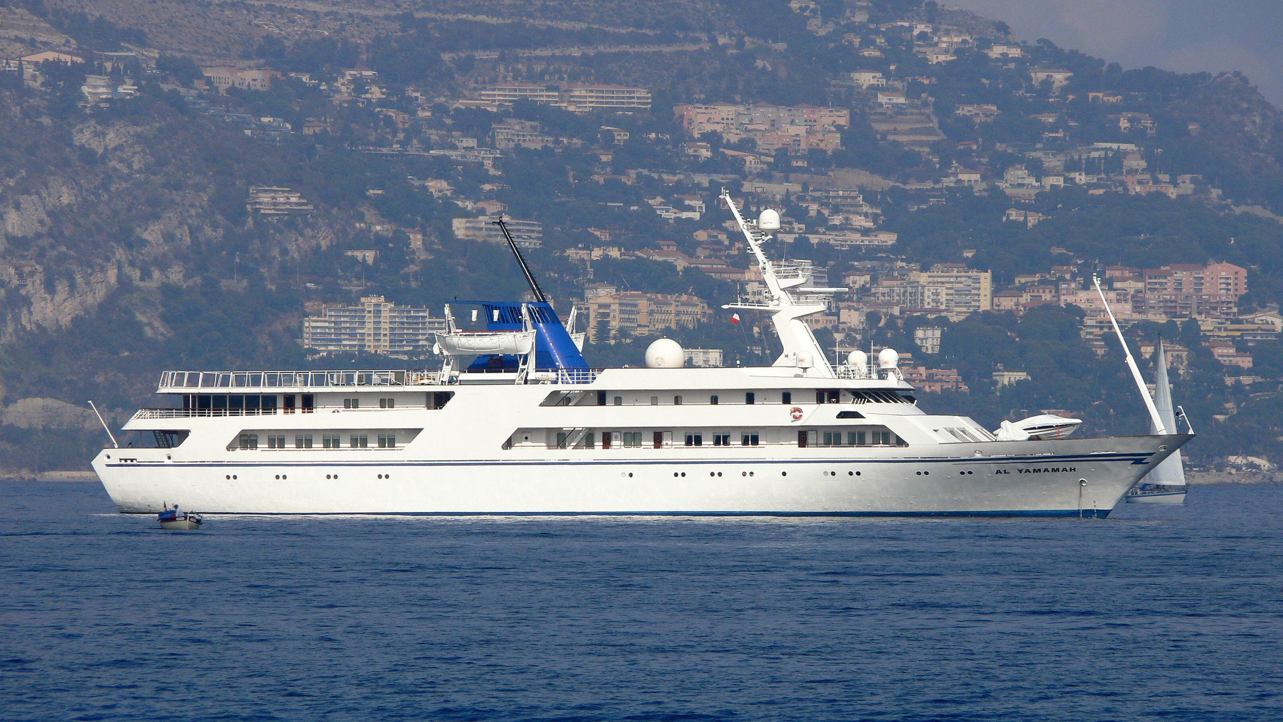 basrah-breeze-yacht-exterior