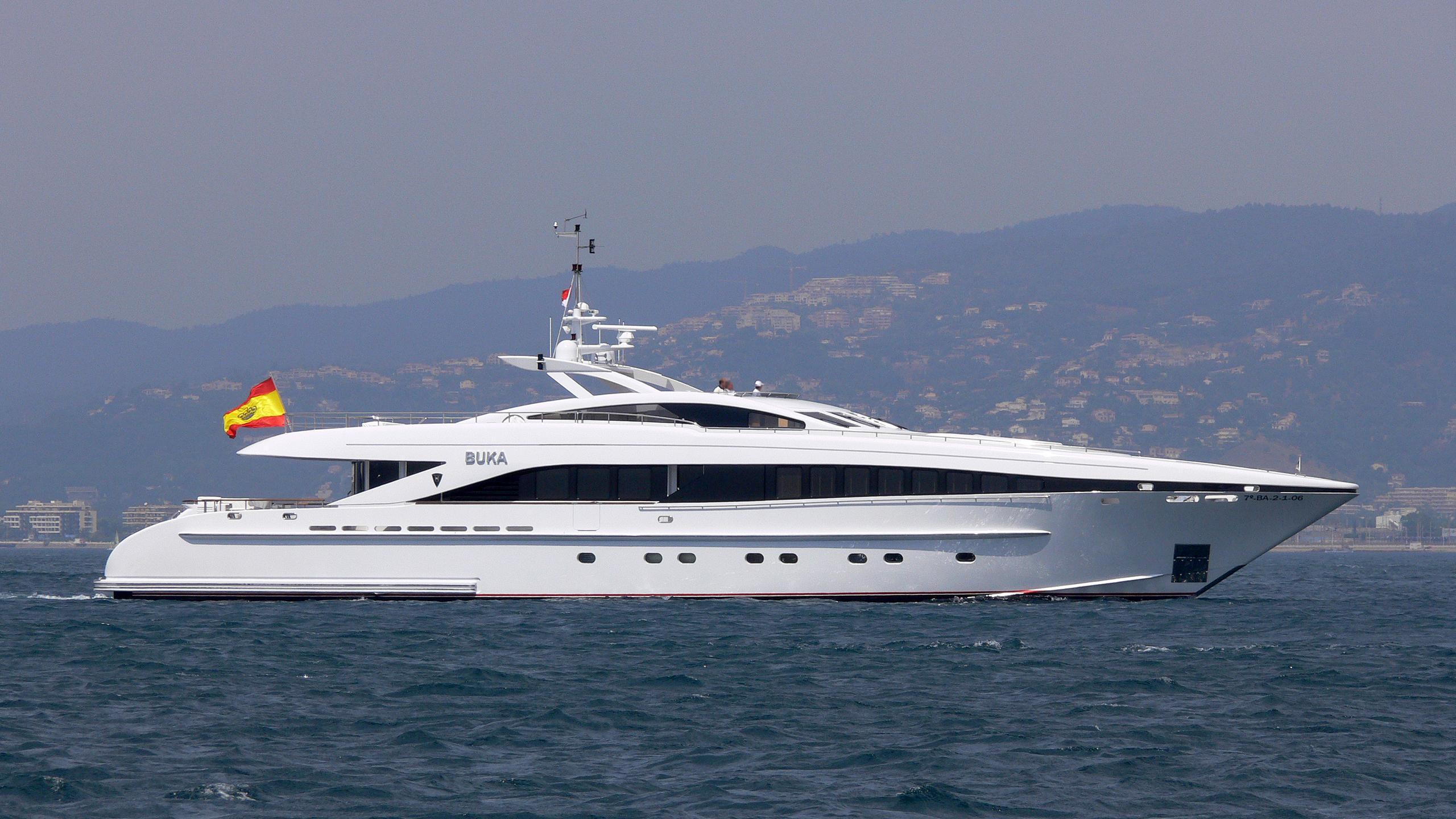 buka-u-yacht-exterior