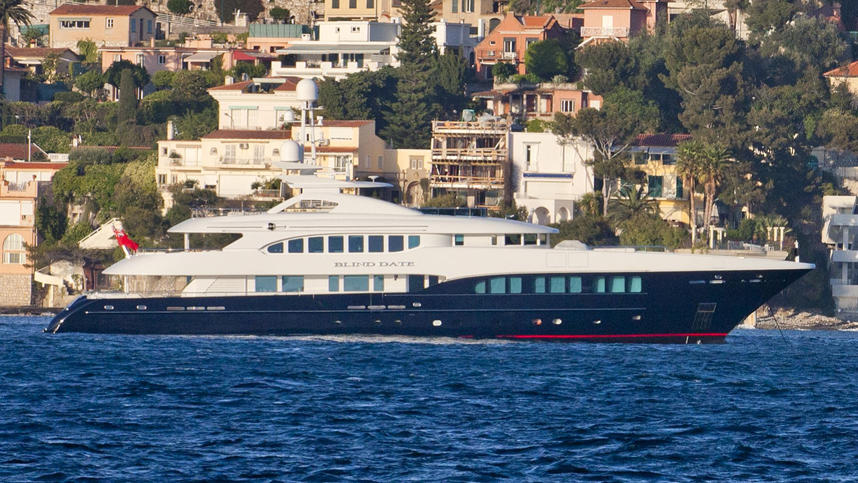 blind-date-yacht-exterior