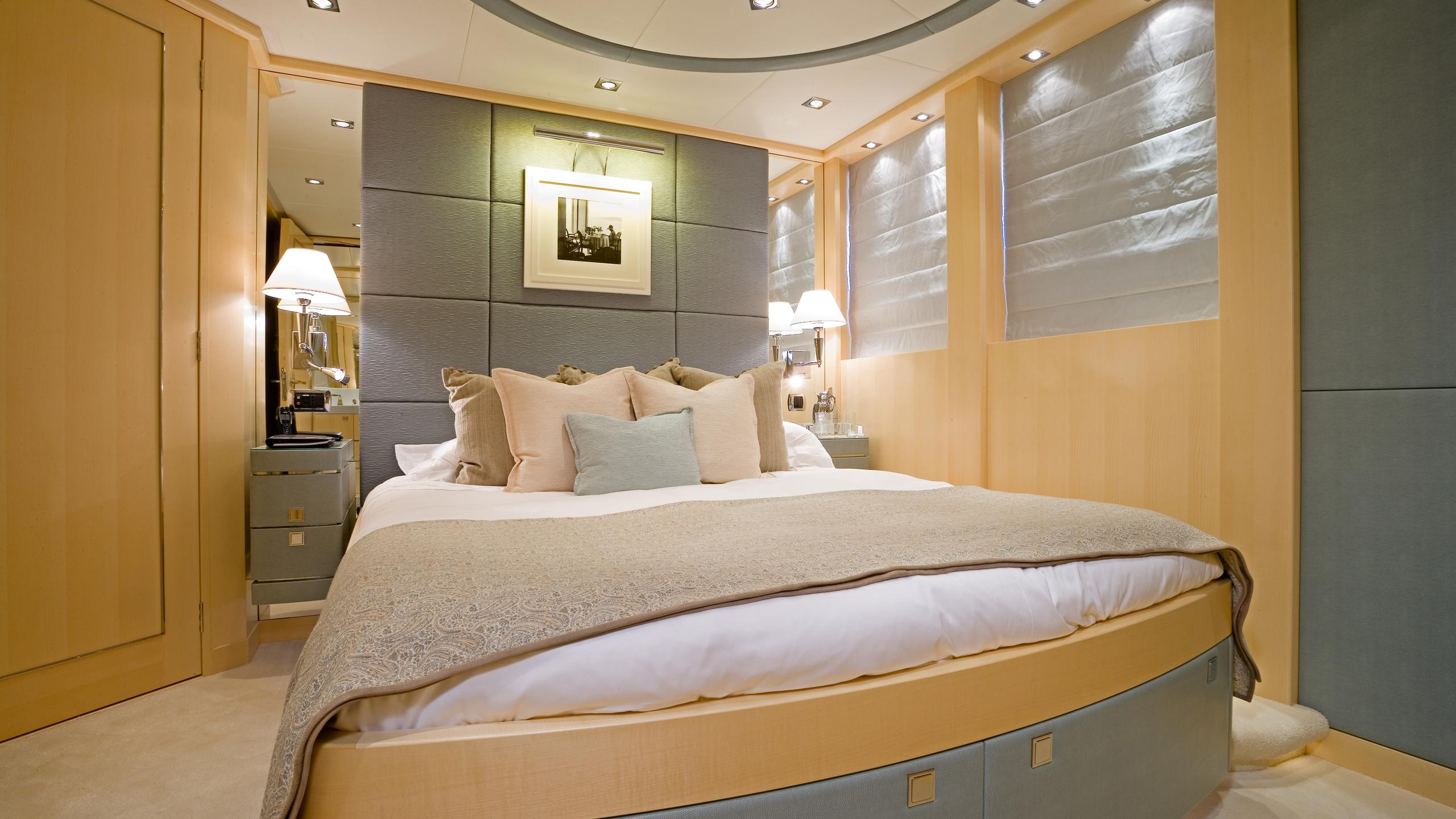 g-force-yacht-double-cabin