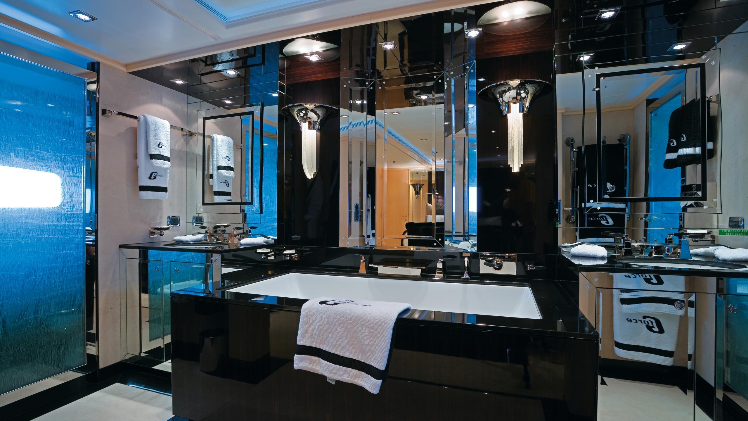 g-force-yacht-bathroom