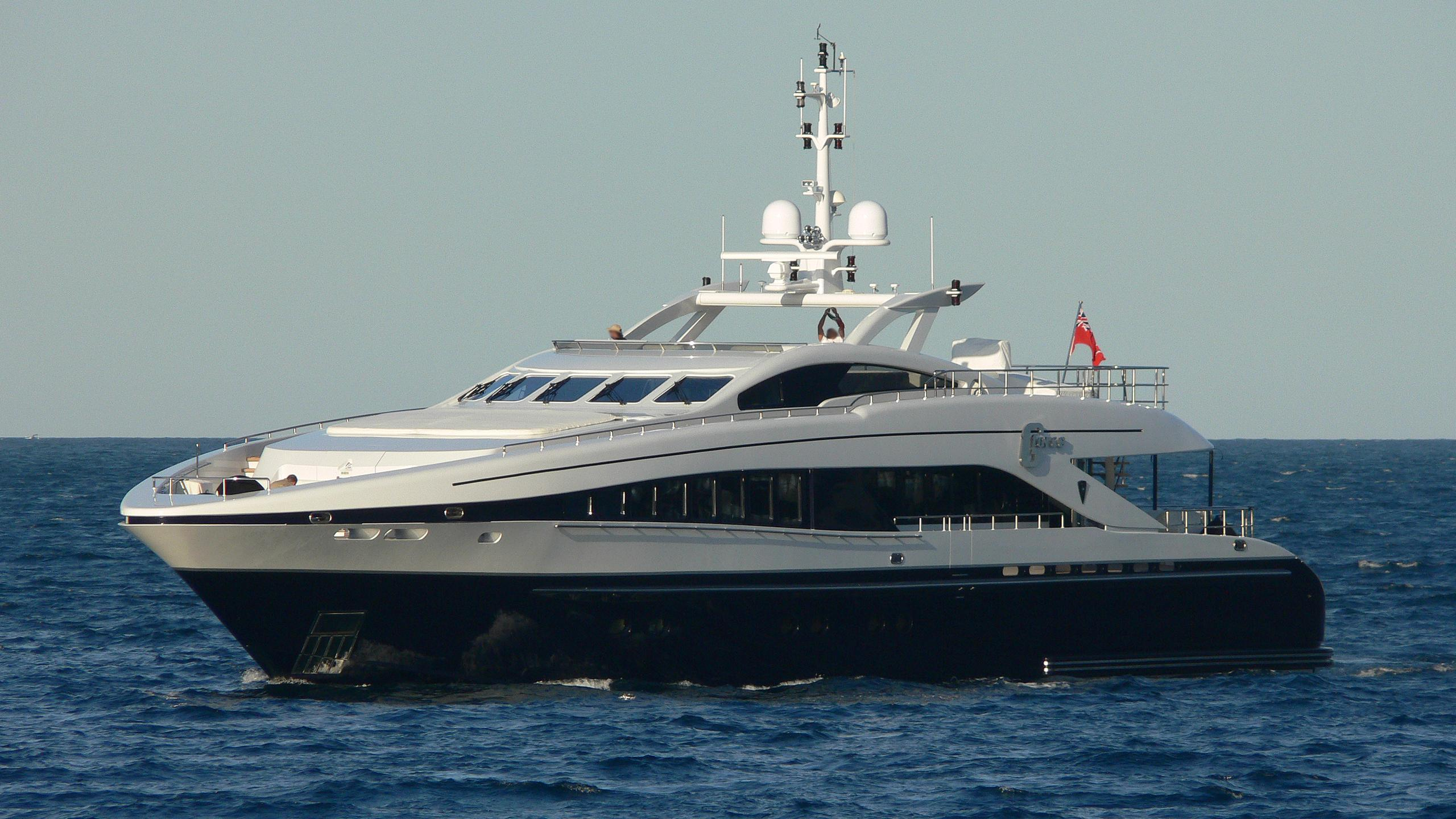 g-force-yacht-exterior
