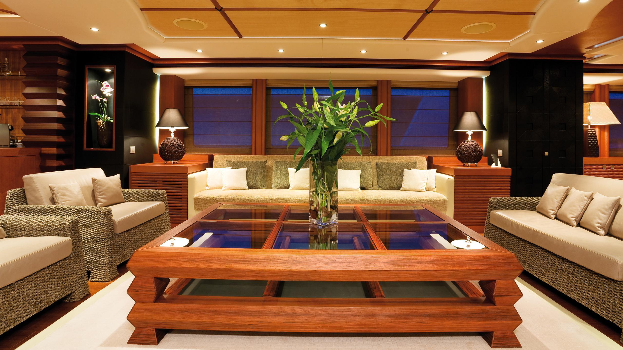 sirocco-yacht-saloon