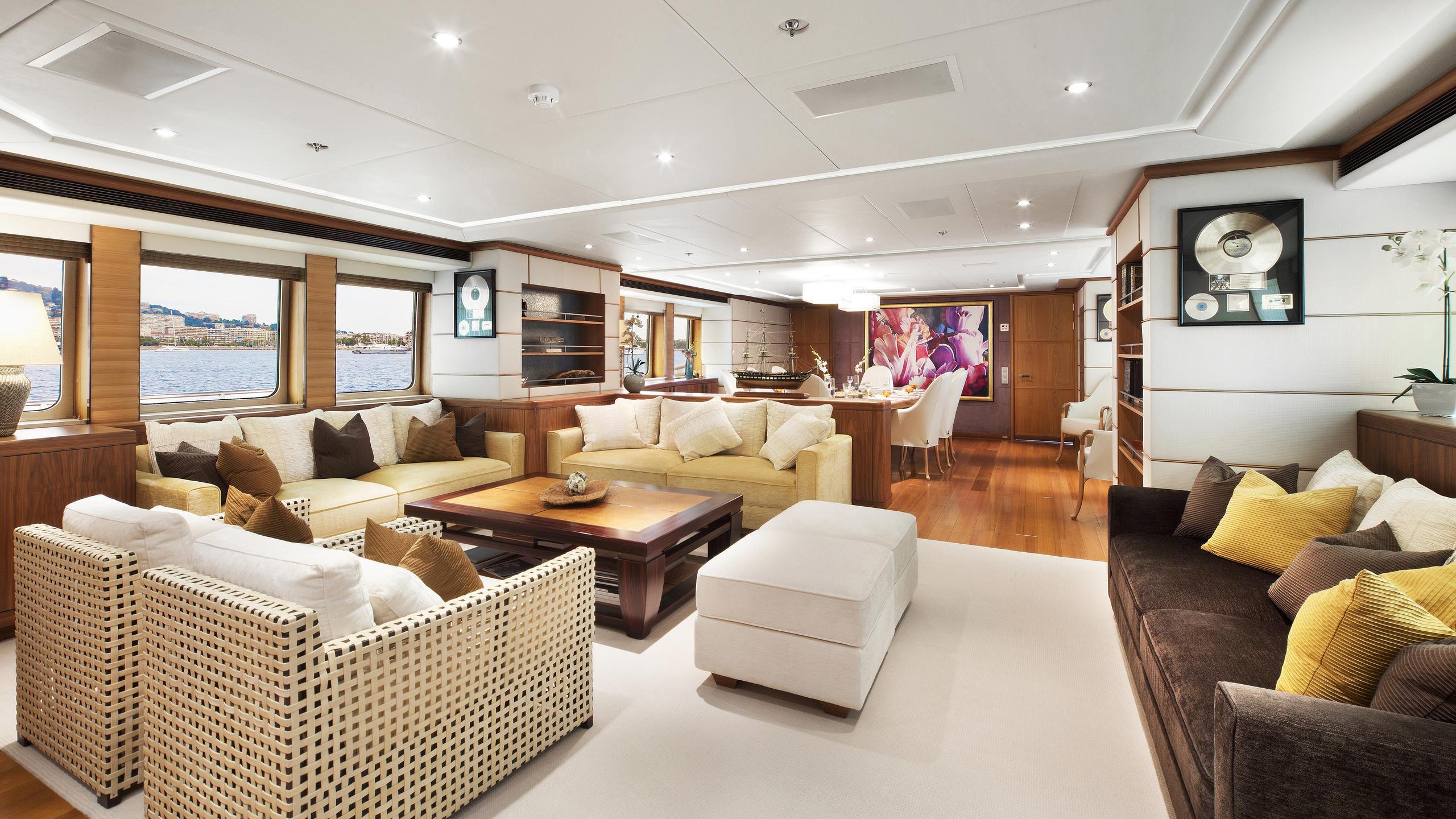 let-it-be-yacht-saloon