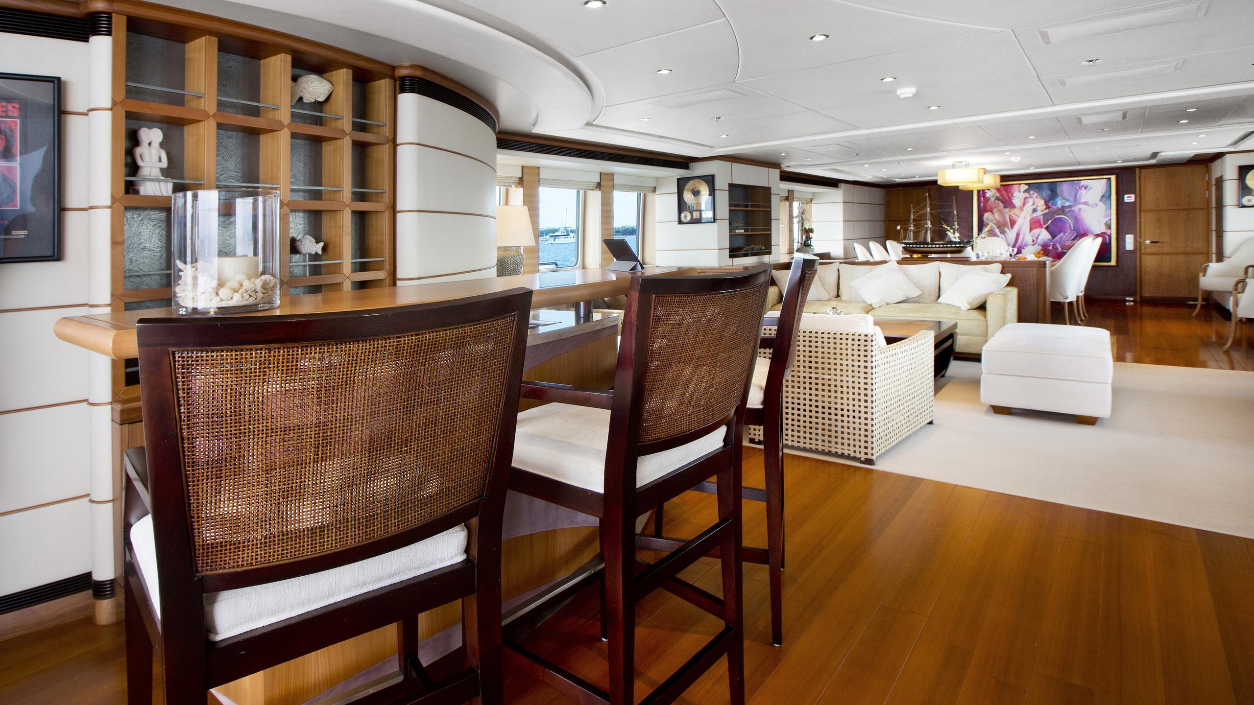 let-it-be-yacht-saloon-bar