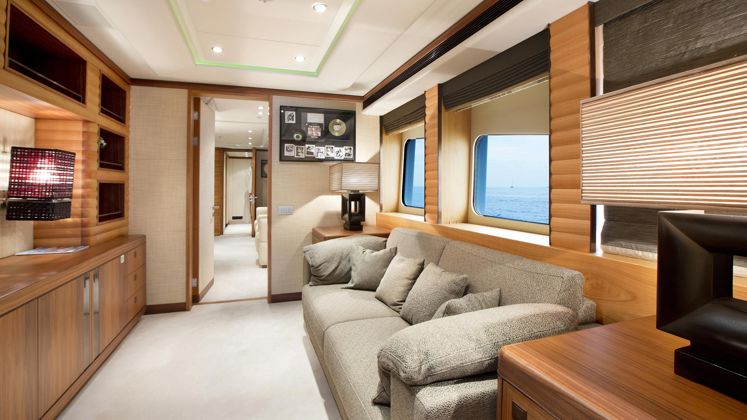 let-it-be-yacht-lounge