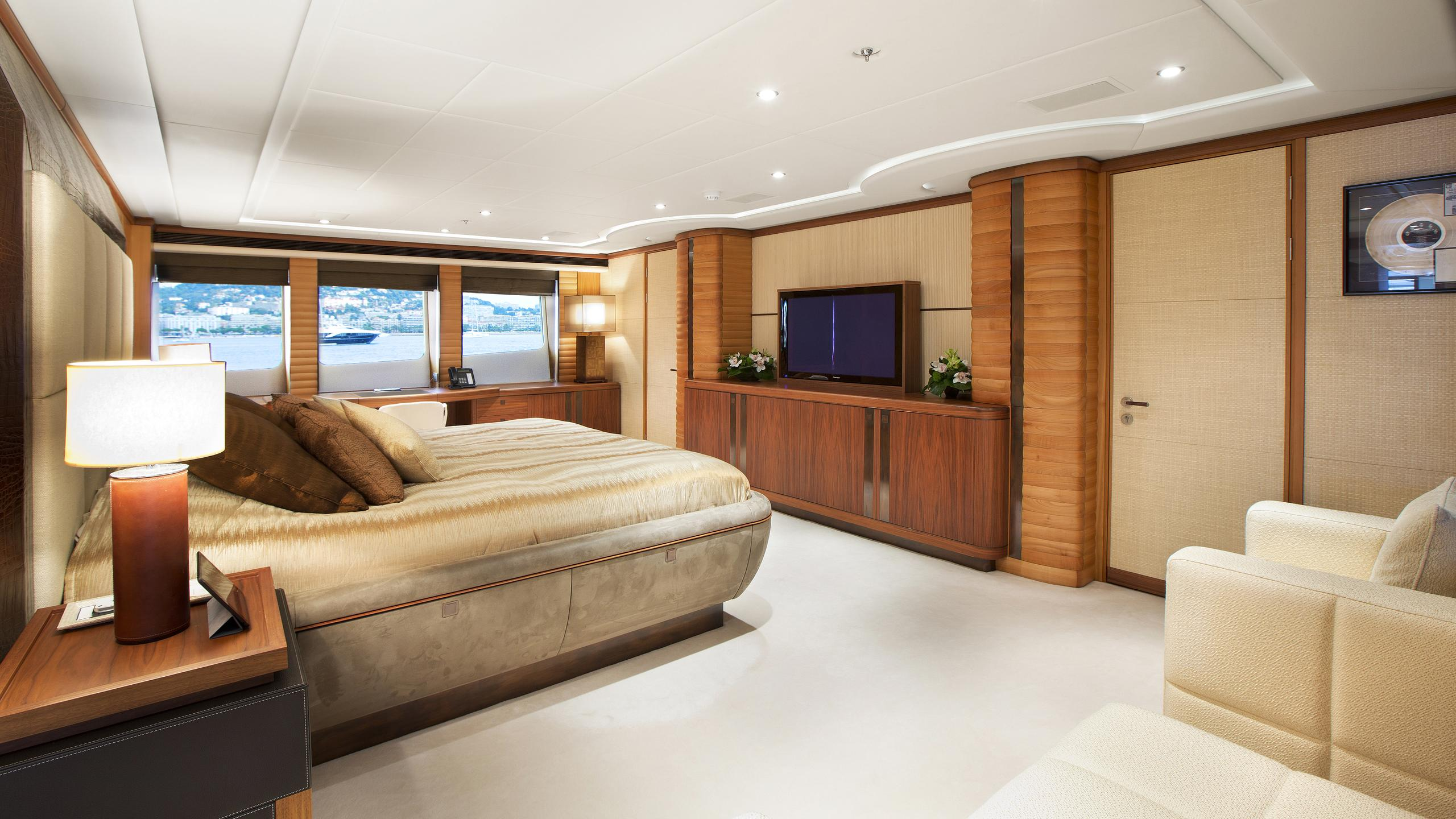 let-it-be-yacht-master-cabin