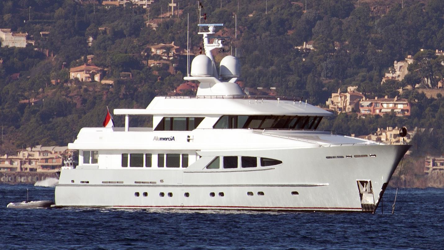 unexpected alumercia motoryacht heesen yachts 38m 2000 half profile before refit