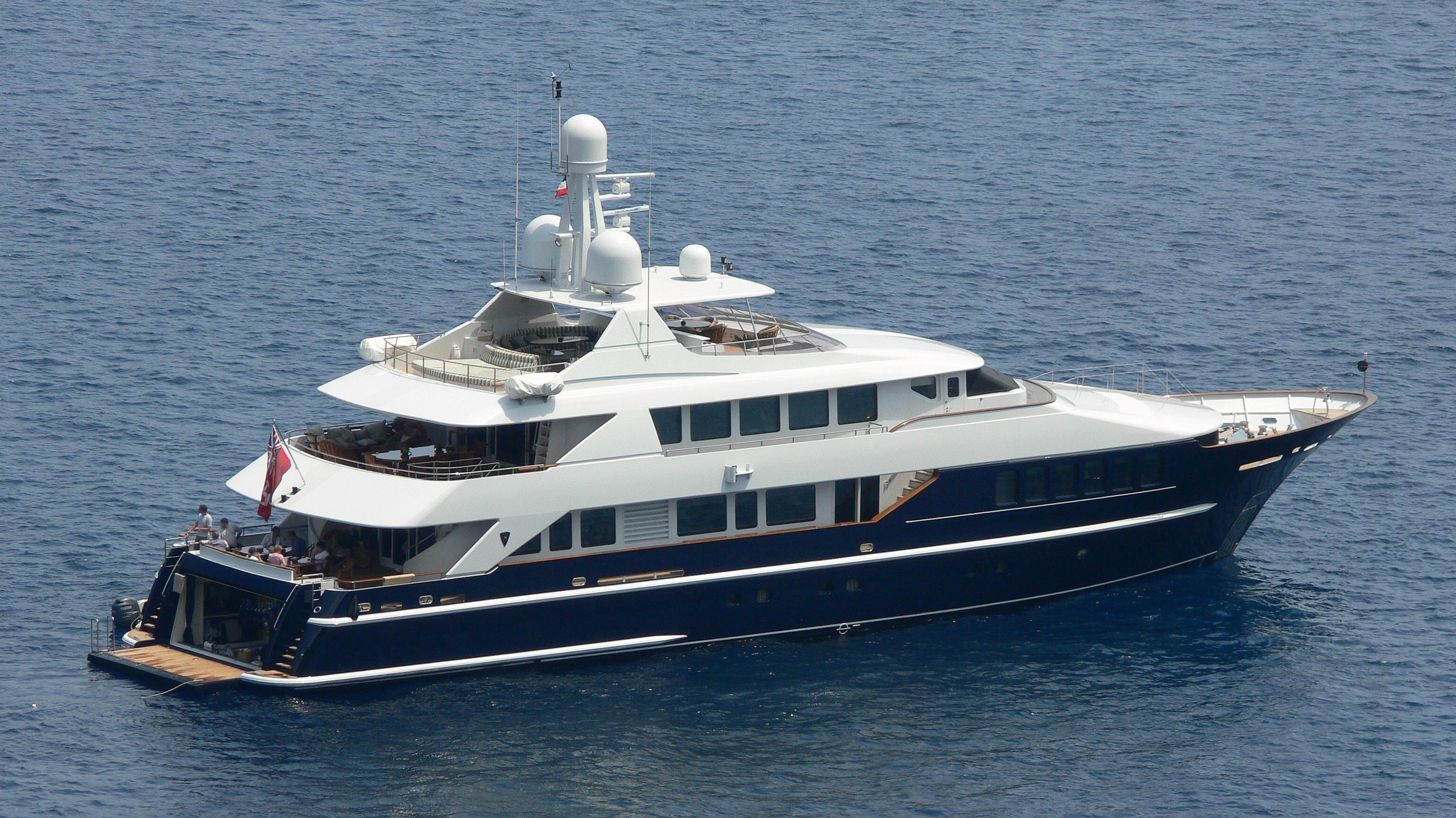 serinity-j-yacht-exterior
