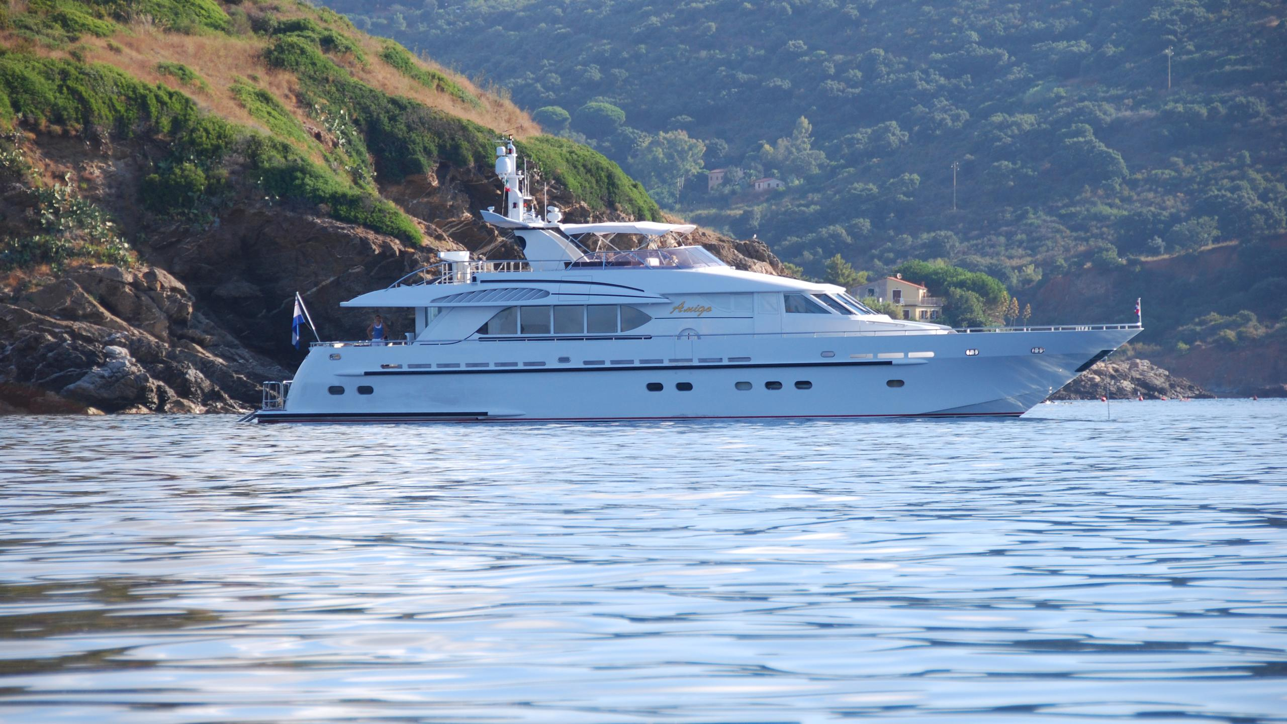 amigo-yacht-at-anchor